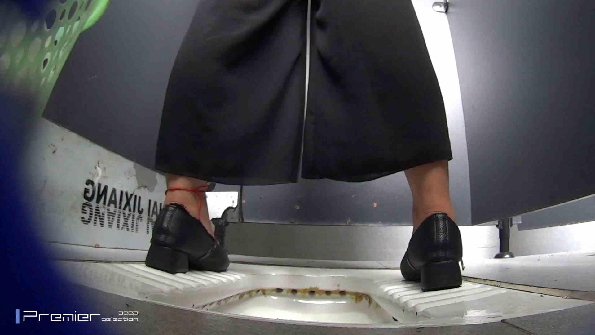 夏全開!ハーフパンツのギャル達 大学休憩時間の洗面所事情44 盗撮  70PIX 8