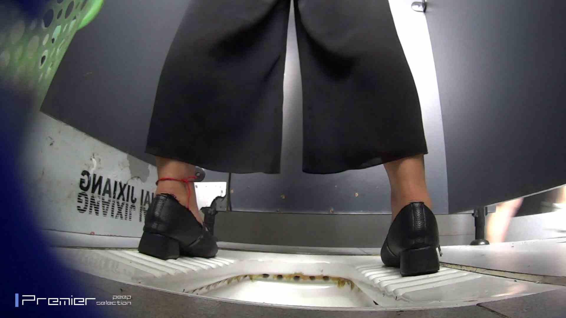 夏全開!ハーフパンツのギャル達 大学休憩時間の洗面所事情44 盗撮  70PIX 10