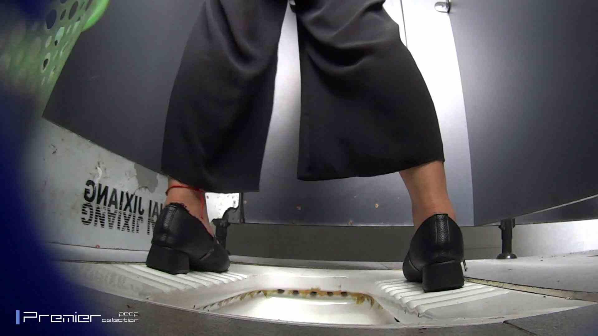 夏全開!ハーフパンツのギャル達 大学休憩時間の洗面所事情44 盗撮  70PIX 11