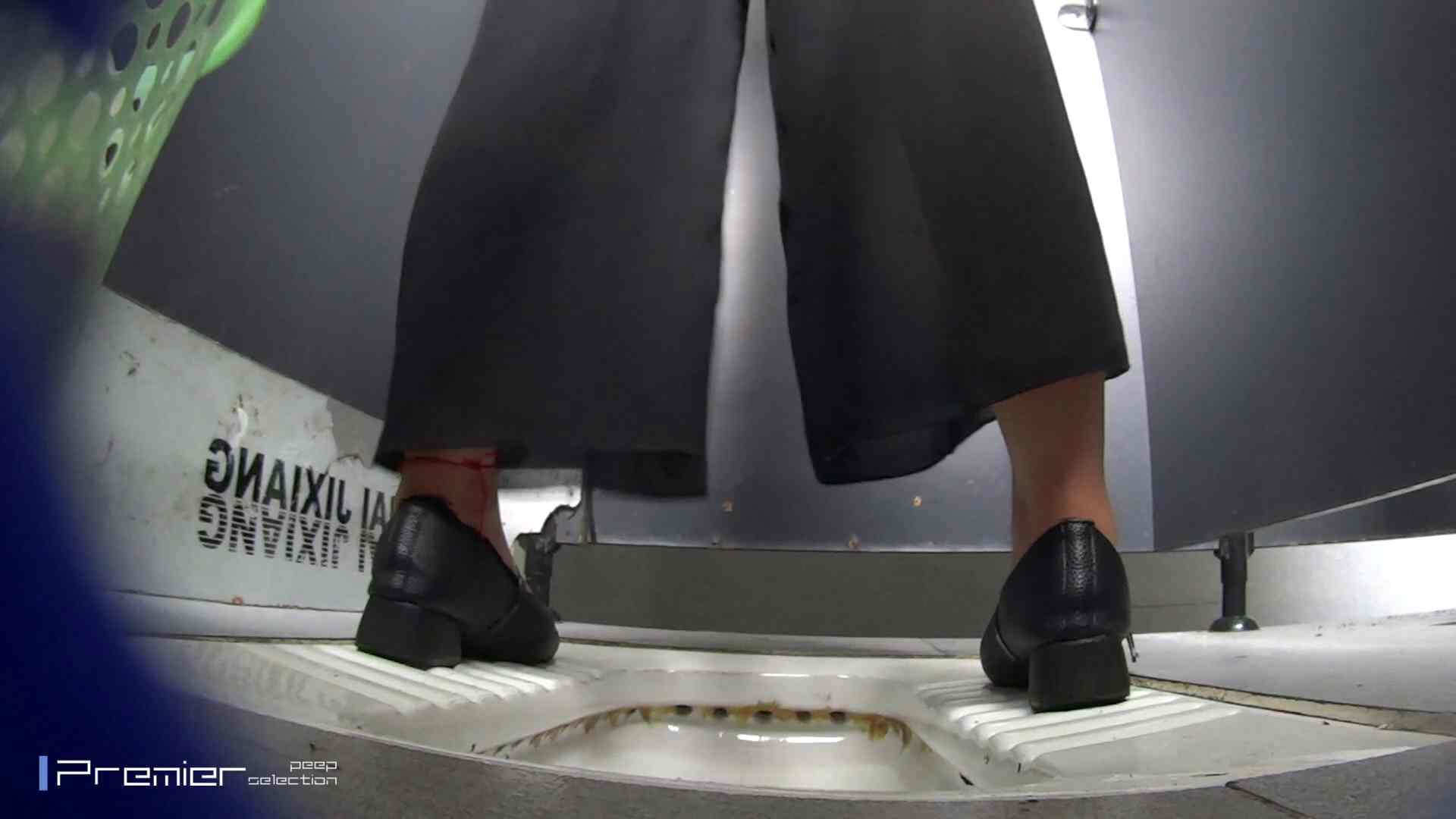 夏全開!ハーフパンツのギャル達 大学休憩時間の洗面所事情44 盗撮  70PIX 13