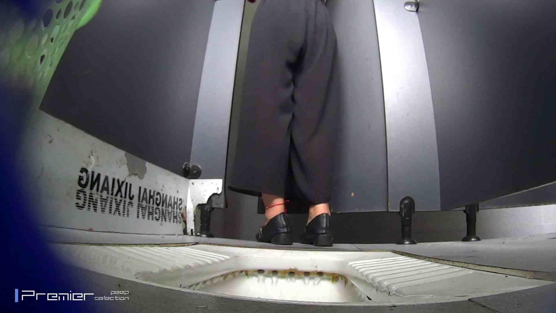 夏全開!ハーフパンツのギャル達 大学休憩時間の洗面所事情44 盗撮  70PIX 16