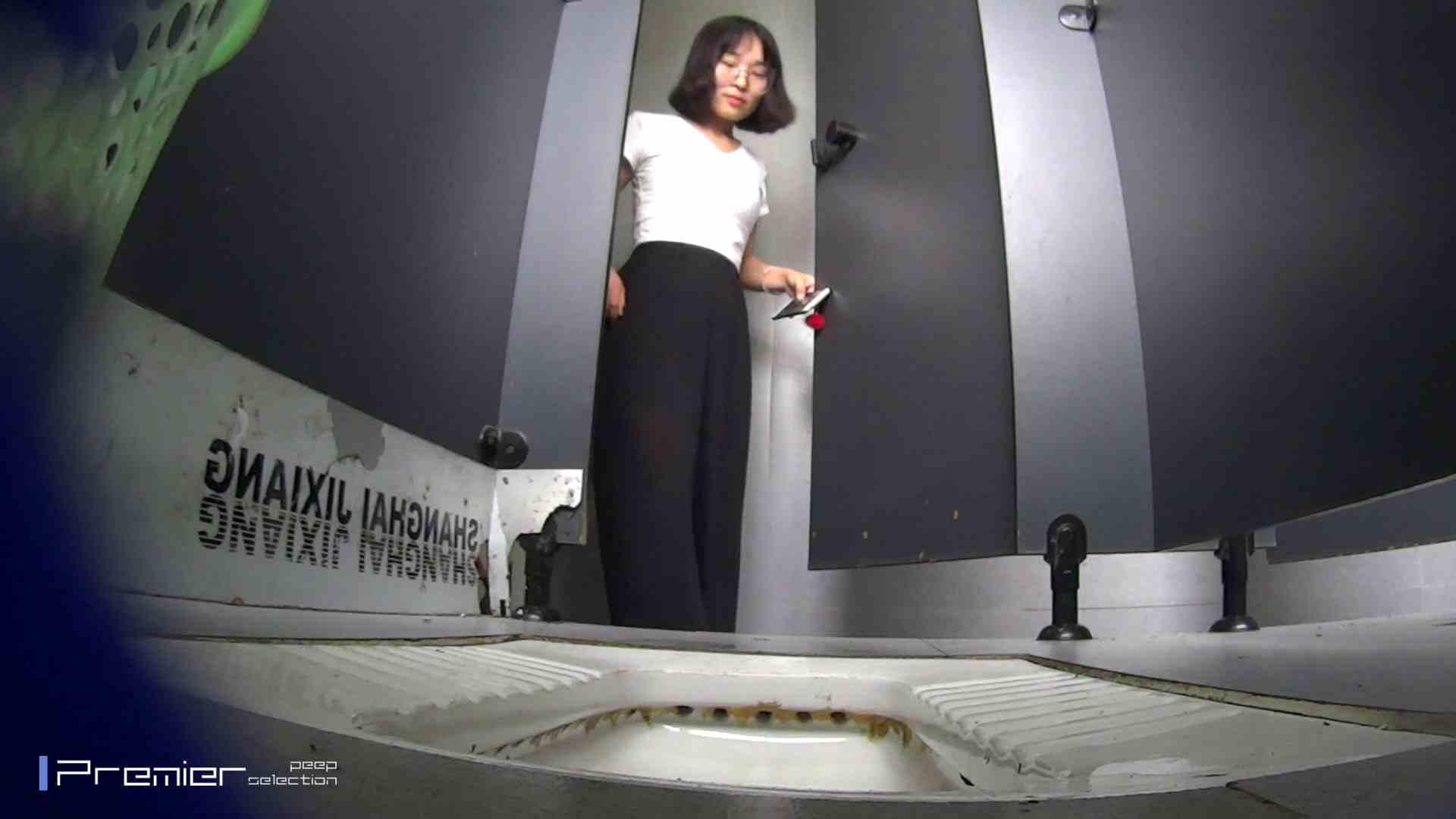 夏全開!ハーフパンツのギャル達 大学休憩時間の洗面所事情44 盗撮  70PIX 42