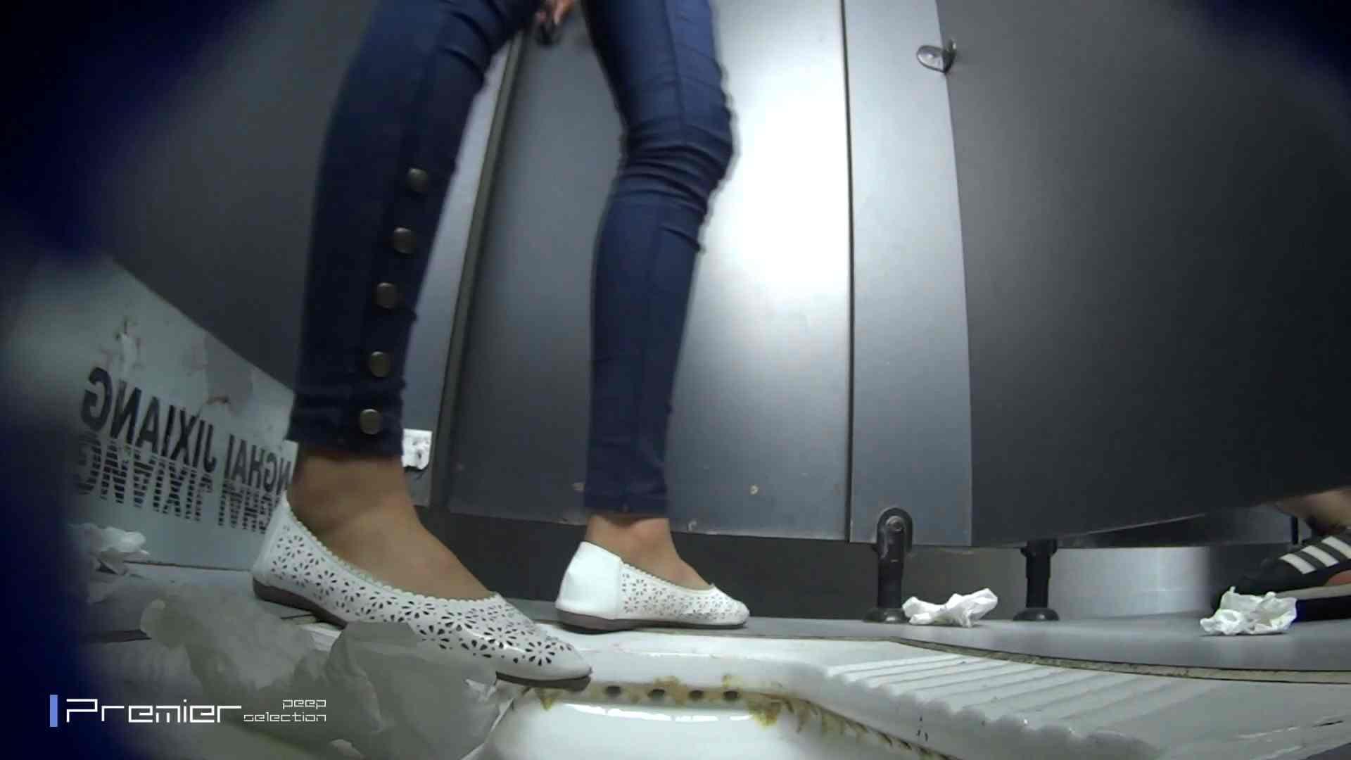 スキニージーンズの美女 大学休憩時間の洗面所事情56 洗面所  107PIX 3