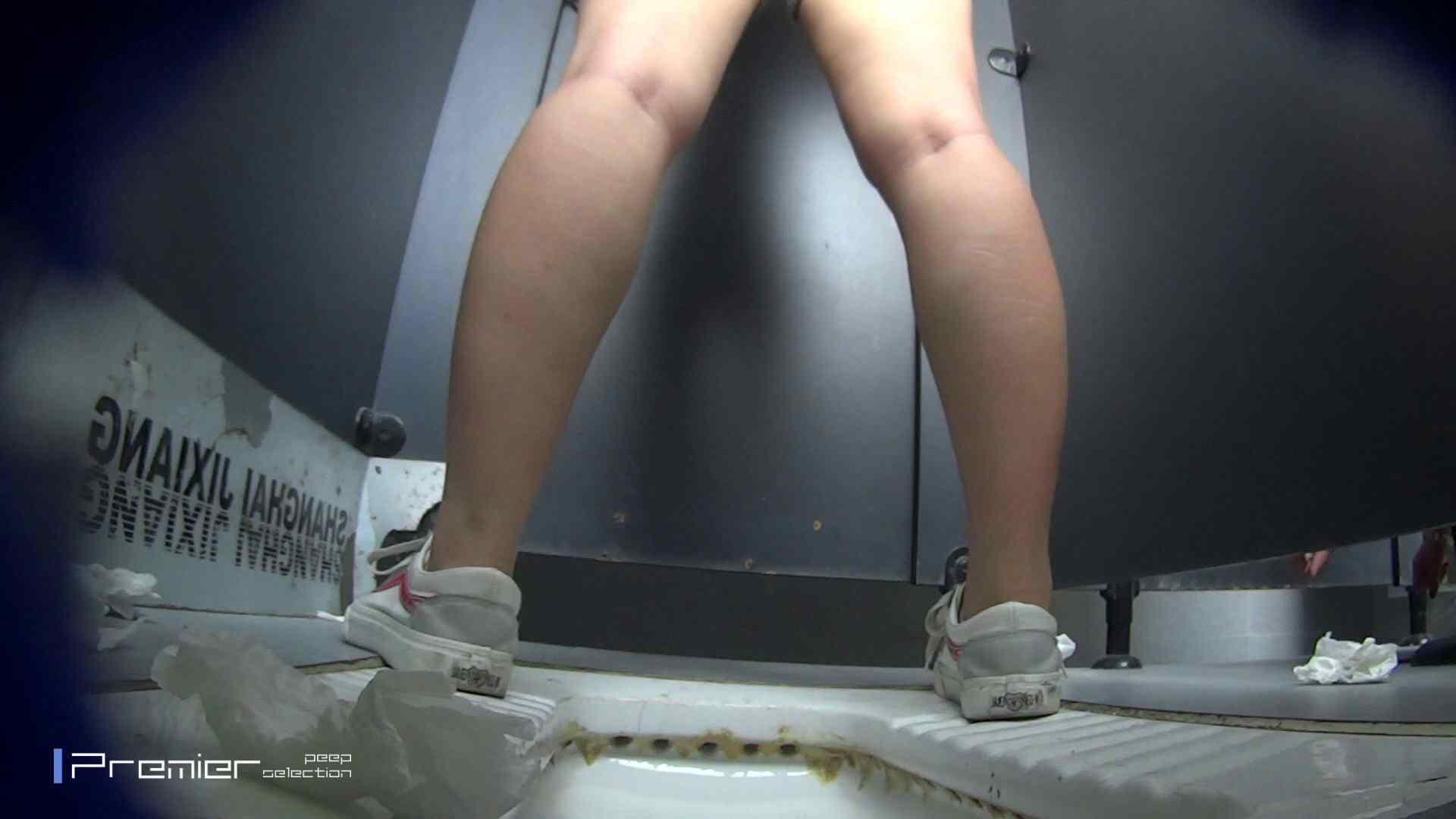 スキニージーンズの美女 大学休憩時間の洗面所事情56 洗面所  107PIX 16