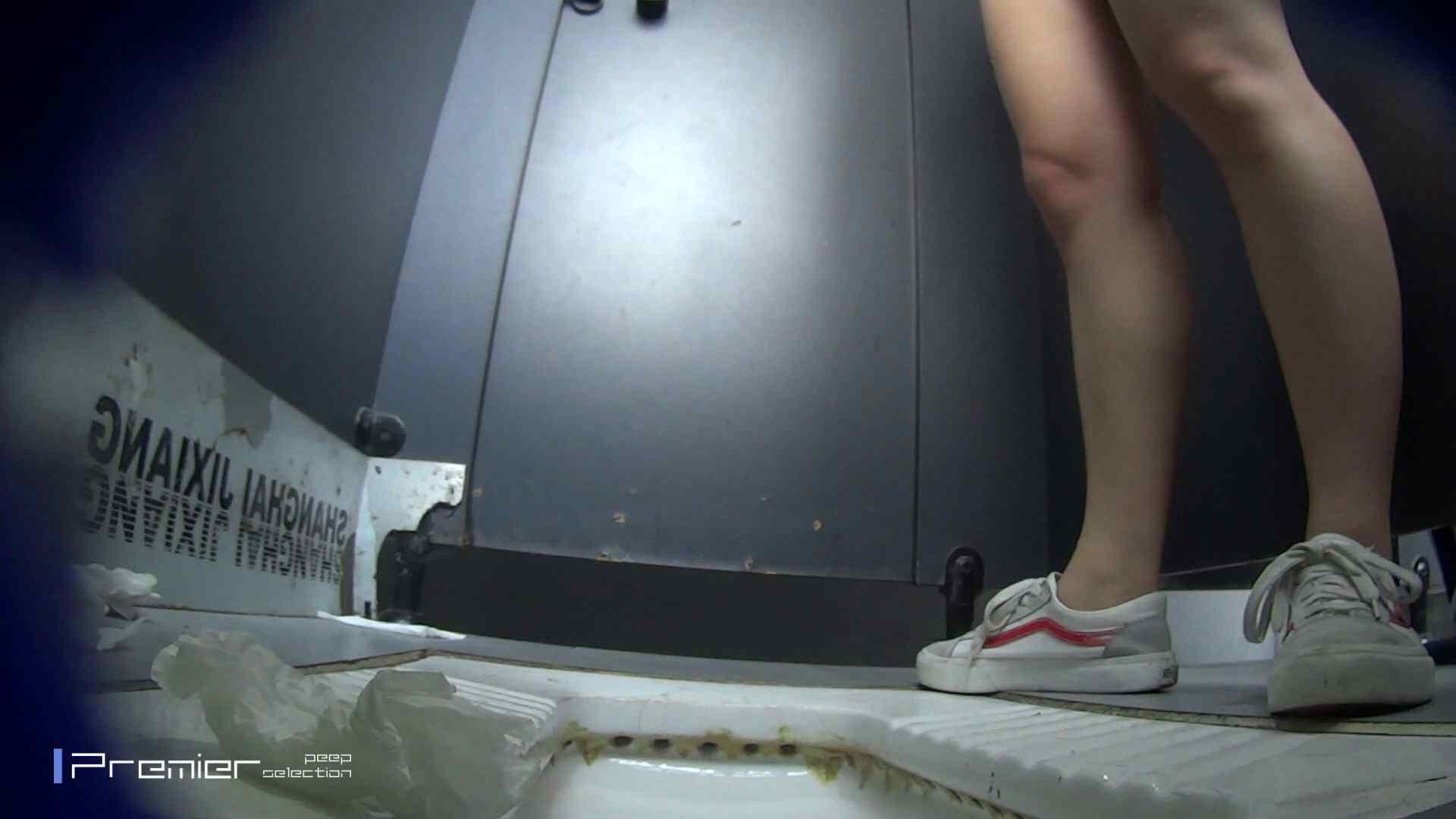 スキニージーンズの美女 大学休憩時間の洗面所事情56 洗面所  107PIX 26