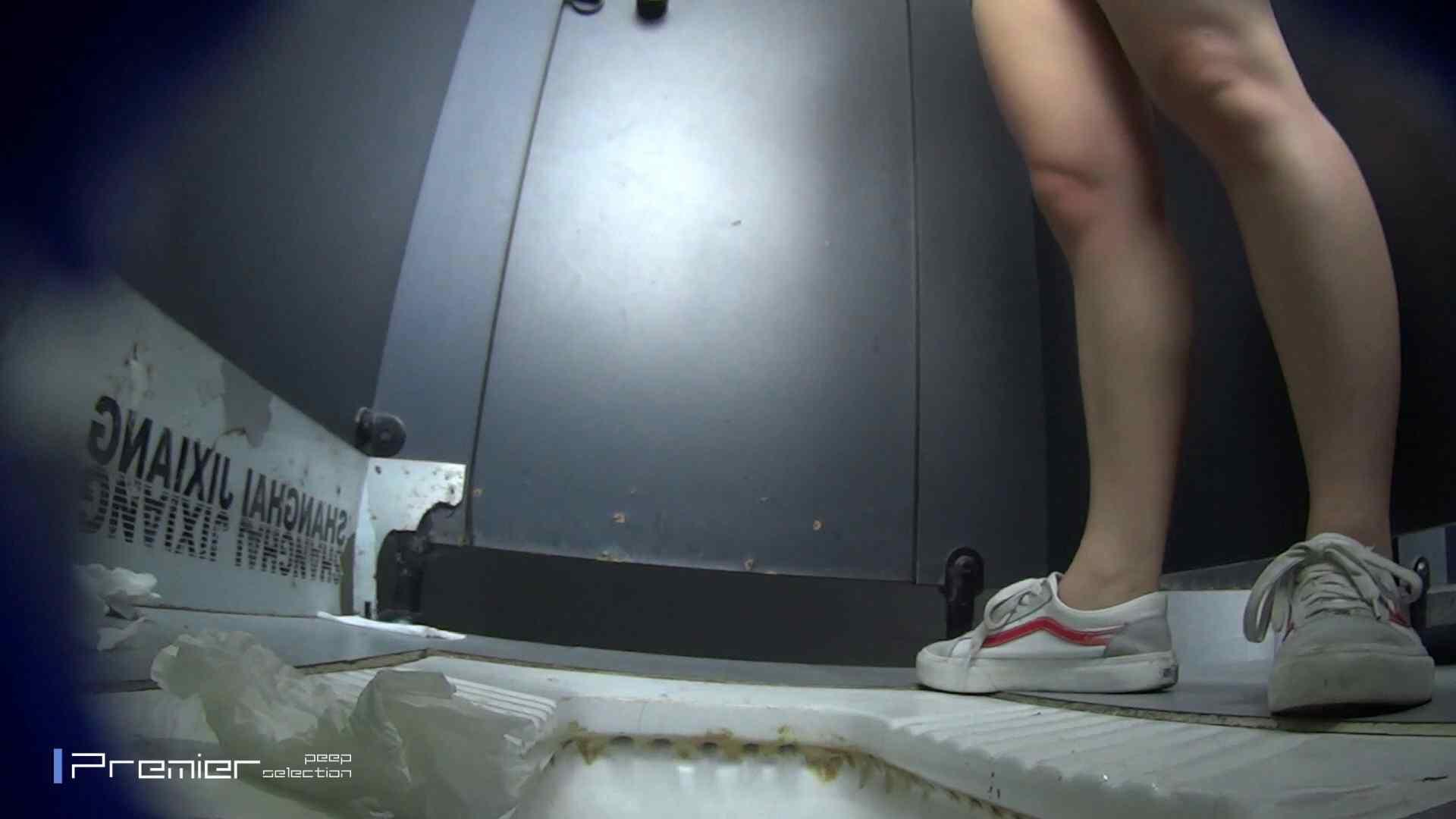 スキニージーンズの美女 大学休憩時間の洗面所事情56 洗面所  107PIX 27
