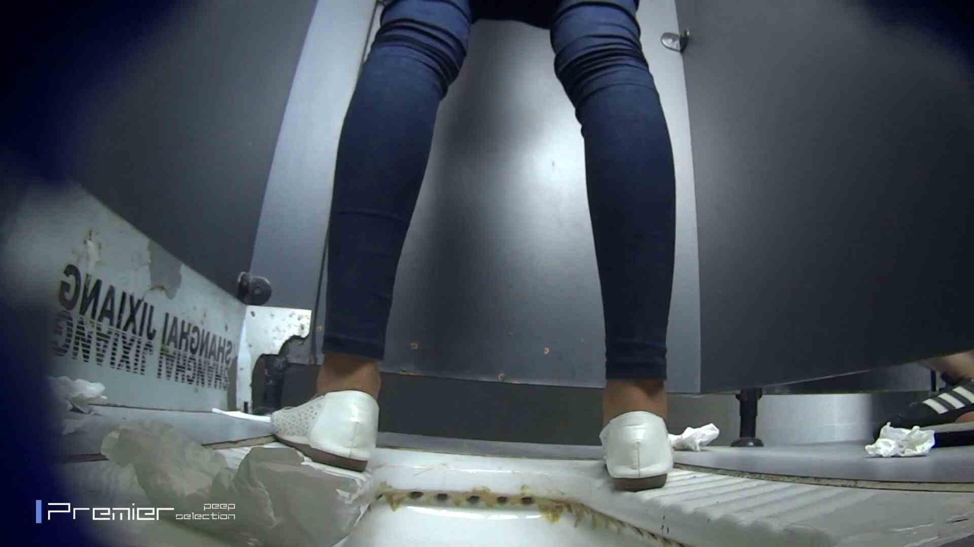 スキニージーンズの美女 大学休憩時間の洗面所事情56 洗面所  107PIX 39