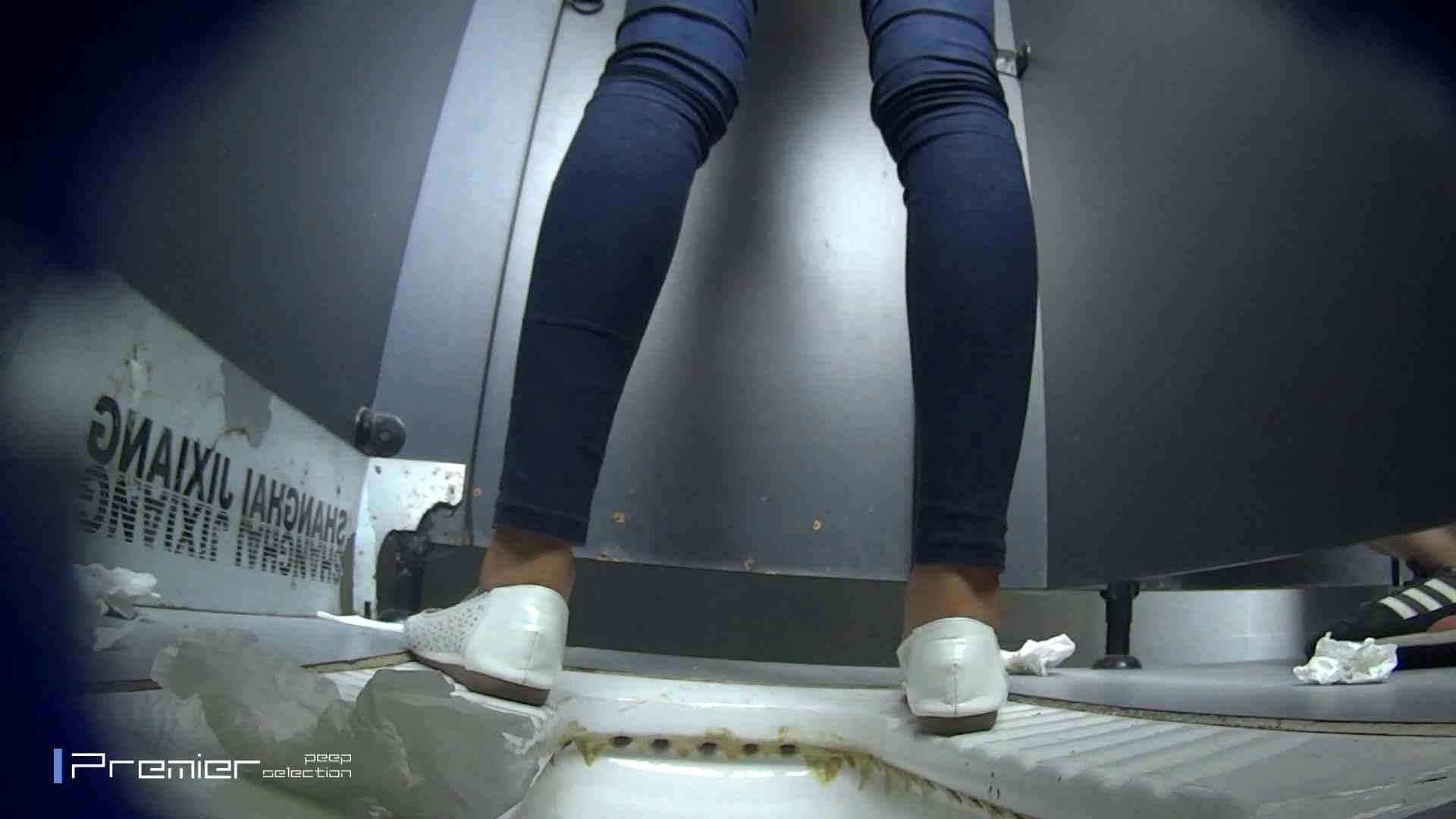スキニージーンズの美女 大学休憩時間の洗面所事情56 洗面所  107PIX 41