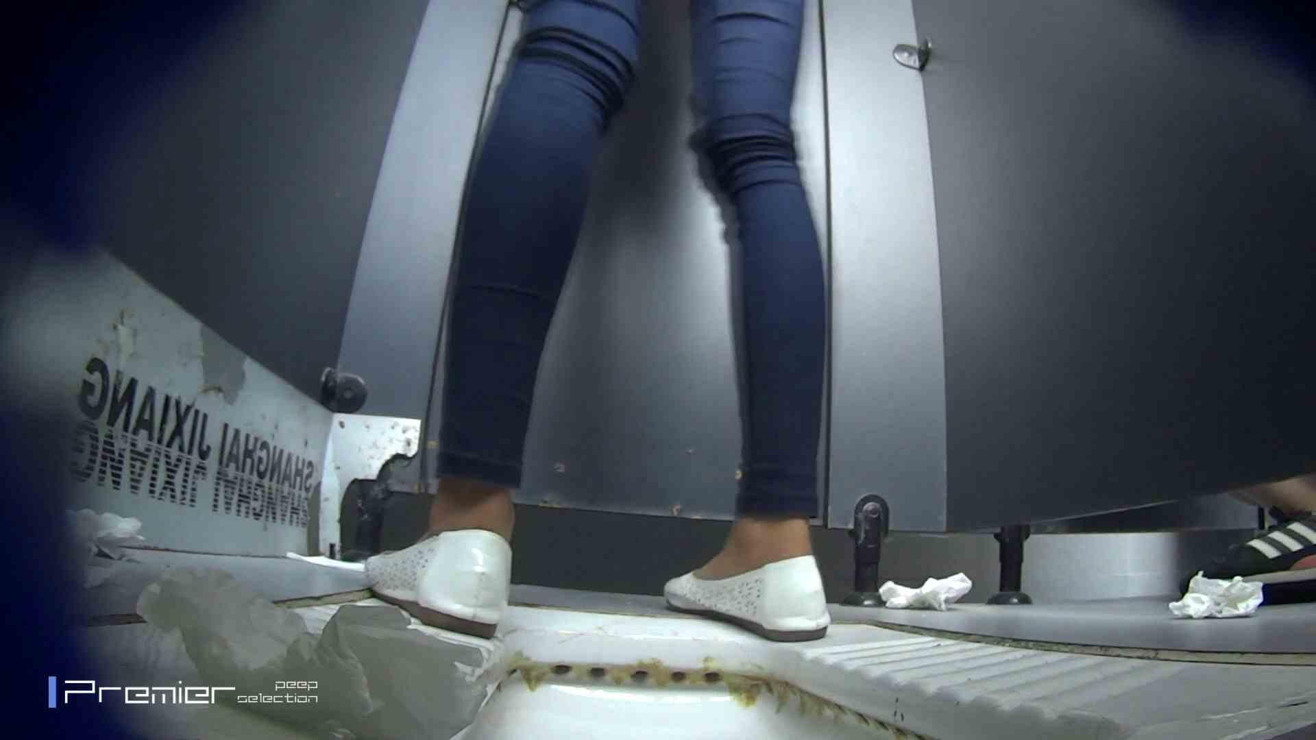 スキニージーンズの美女 大学休憩時間の洗面所事情56 洗面所  107PIX 42