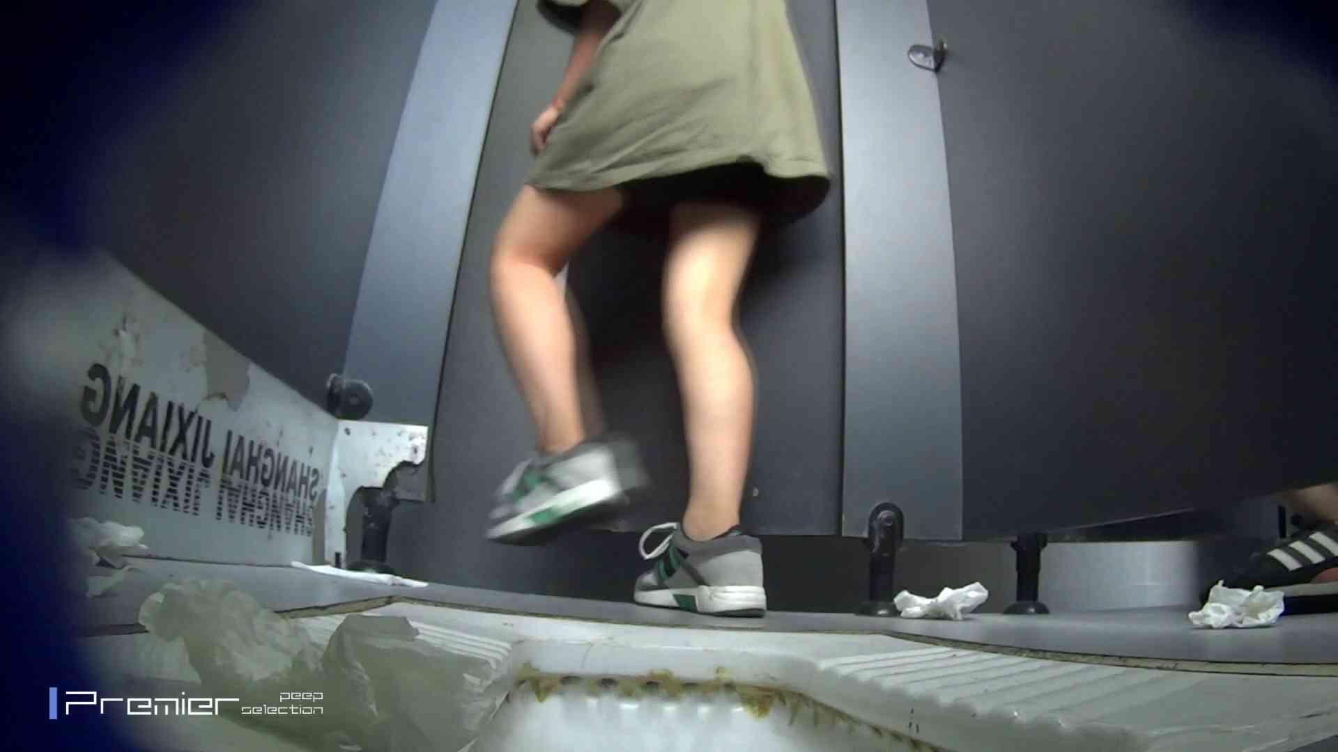 スキニージーンズの美女 大学休憩時間の洗面所事情56 洗面所  107PIX 61