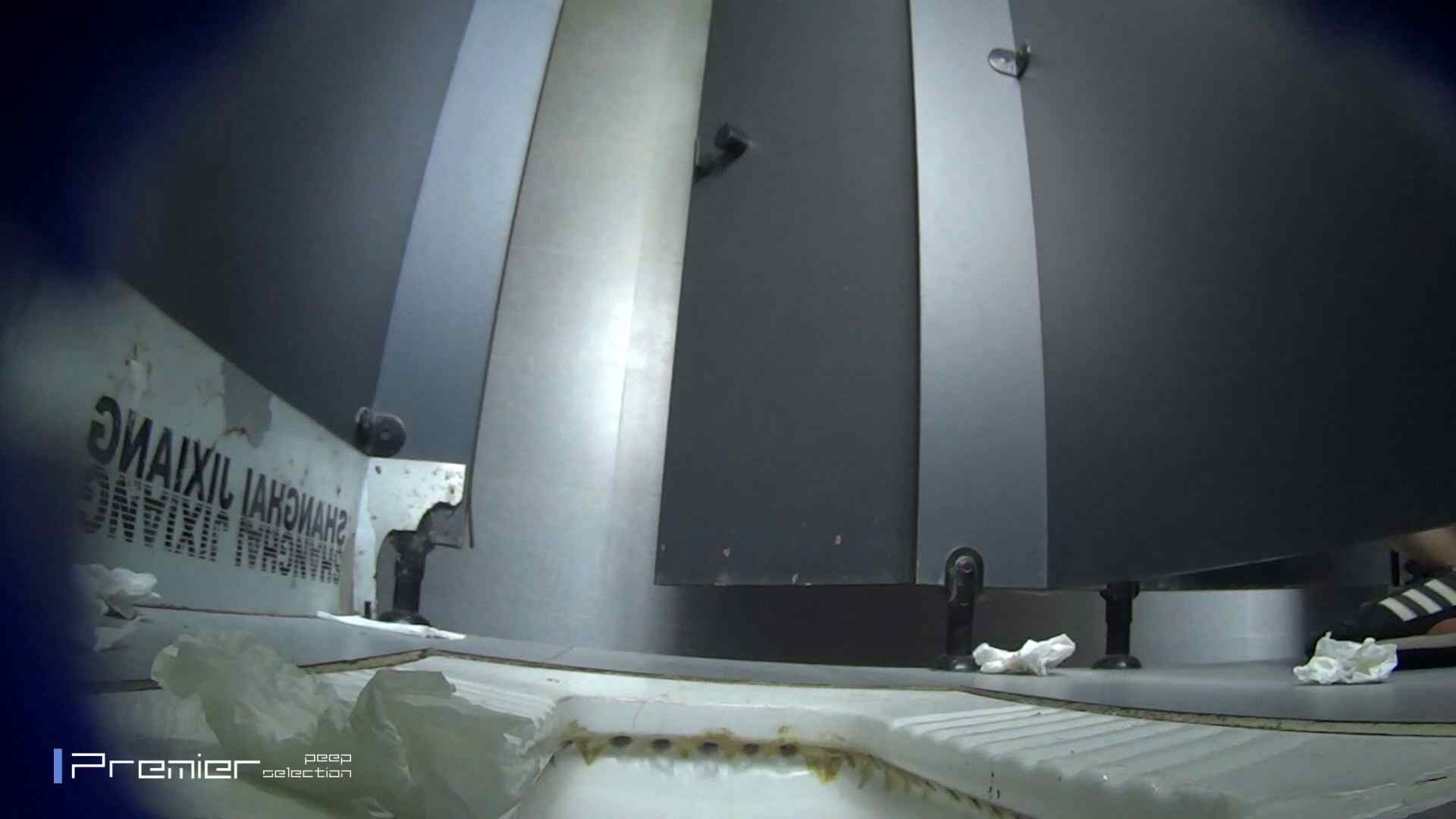 スキニージーンズの美女 大学休憩時間の洗面所事情56 洗面所  107PIX 63