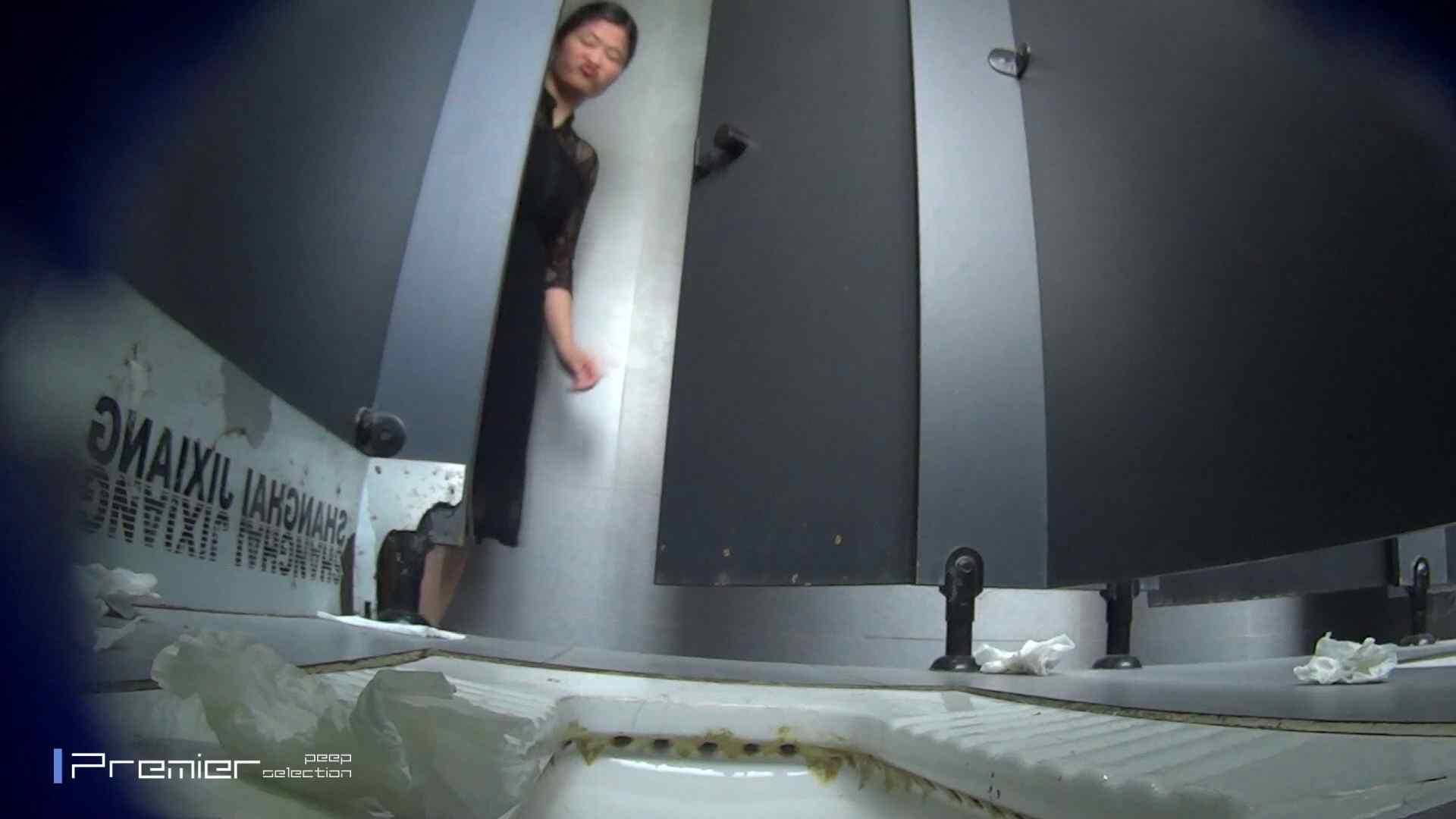 スキニージーンズの美女 大学休憩時間の洗面所事情56 洗面所  107PIX 66