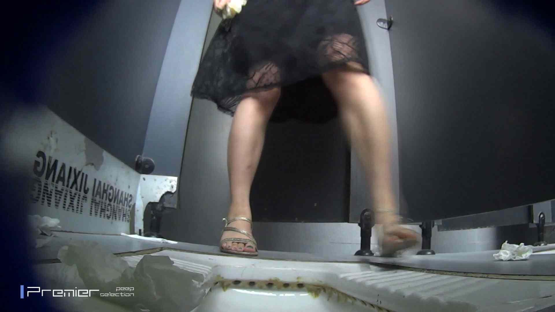 スキニージーンズの美女 大学休憩時間の洗面所事情56 洗面所  107PIX 67