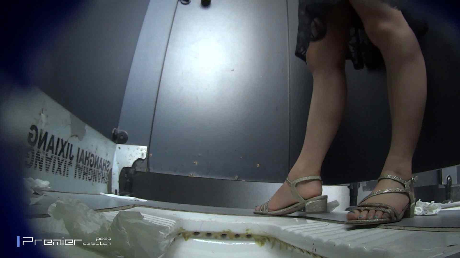 スキニージーンズの美女 大学休憩時間の洗面所事情56 洗面所  107PIX 82