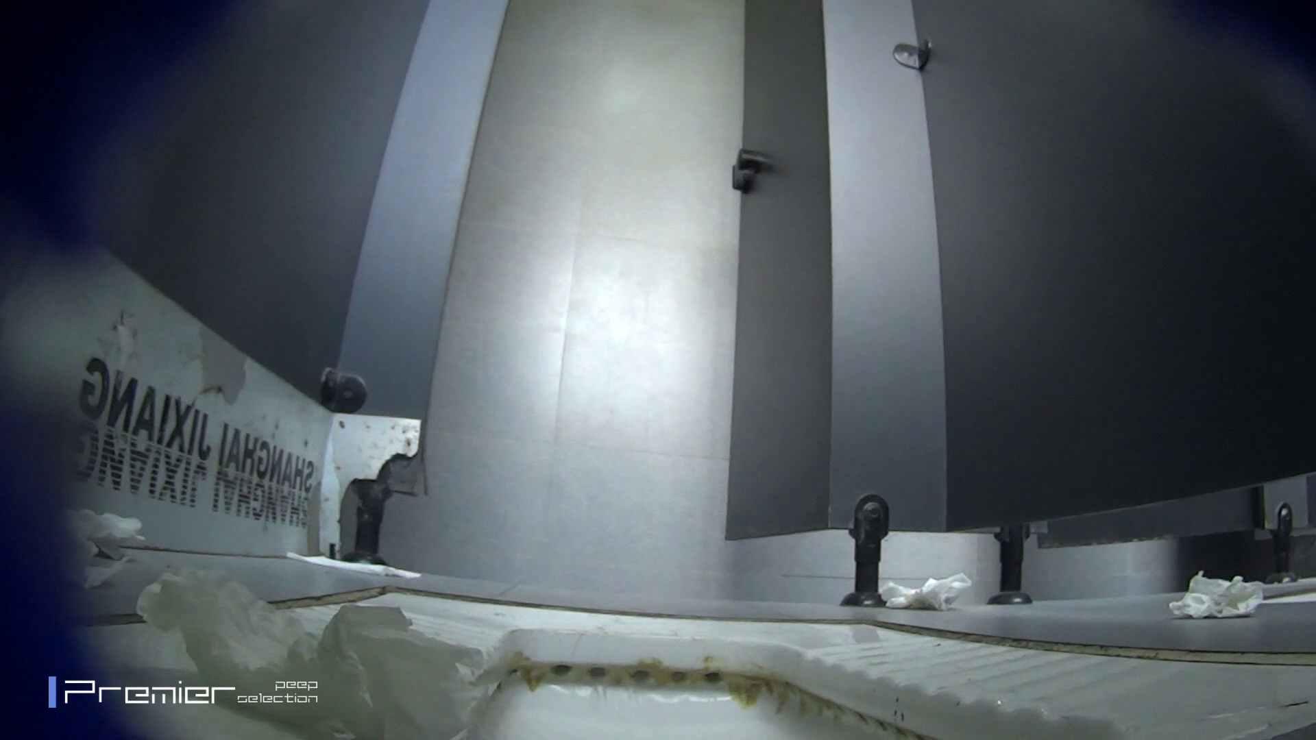 スキニージーンズの美女 大学休憩時間の洗面所事情56 洗面所  107PIX 85