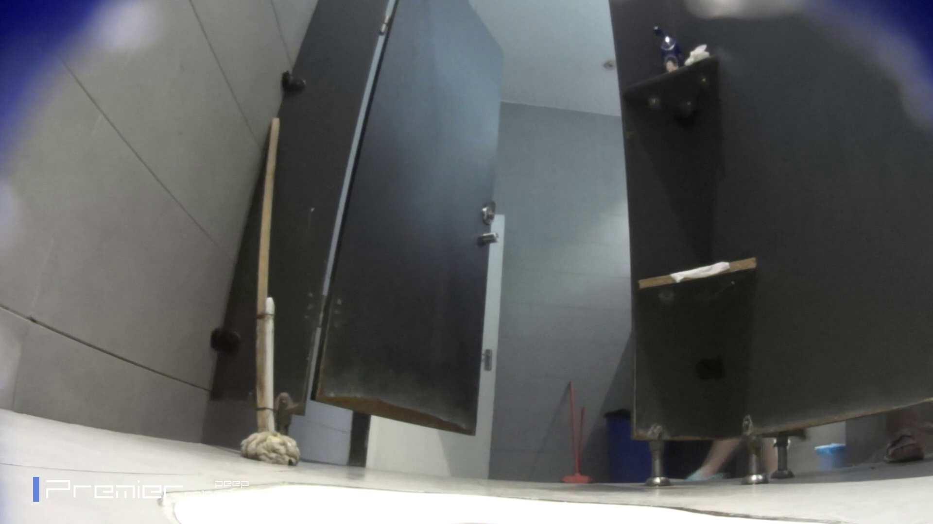 トイレットペーパーを握りしめ個室に入る乙女 大学休憩時間の洗面所事情83 トイレ  92PIX 1