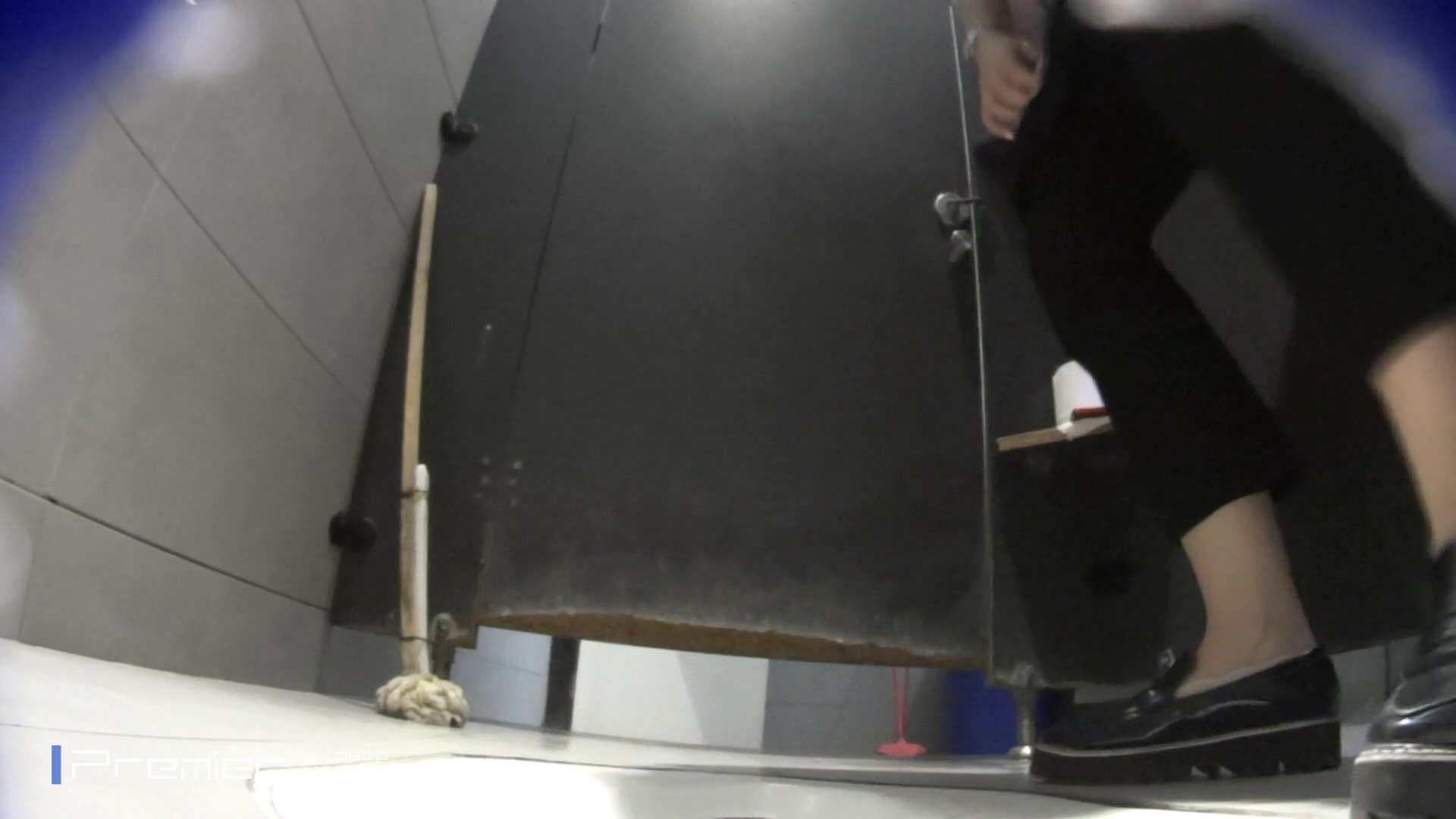 トイレットペーパーを握りしめ個室に入る乙女 大学休憩時間の洗面所事情83 トイレ  92PIX 19
