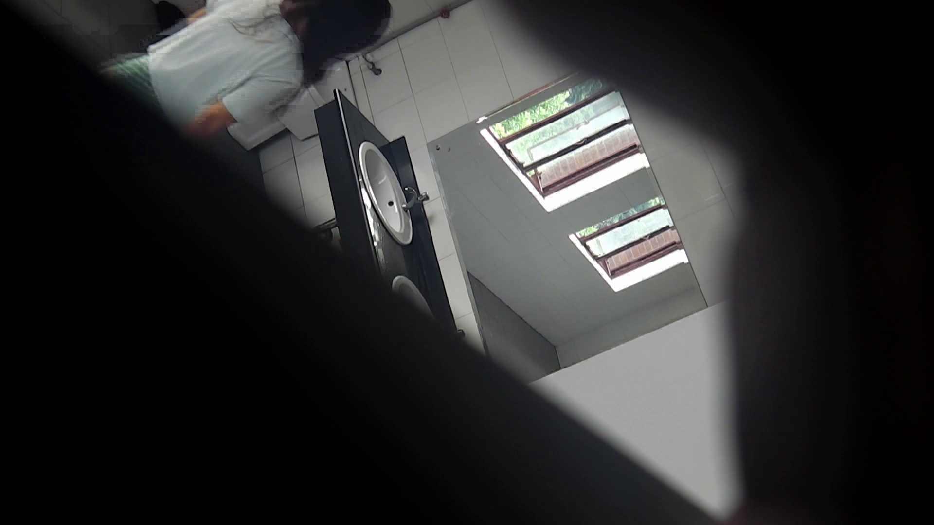 潜入!!台湾名門女学院 Vol.03 「中の中」と言ったところです。 お姉さん  112PIX 82