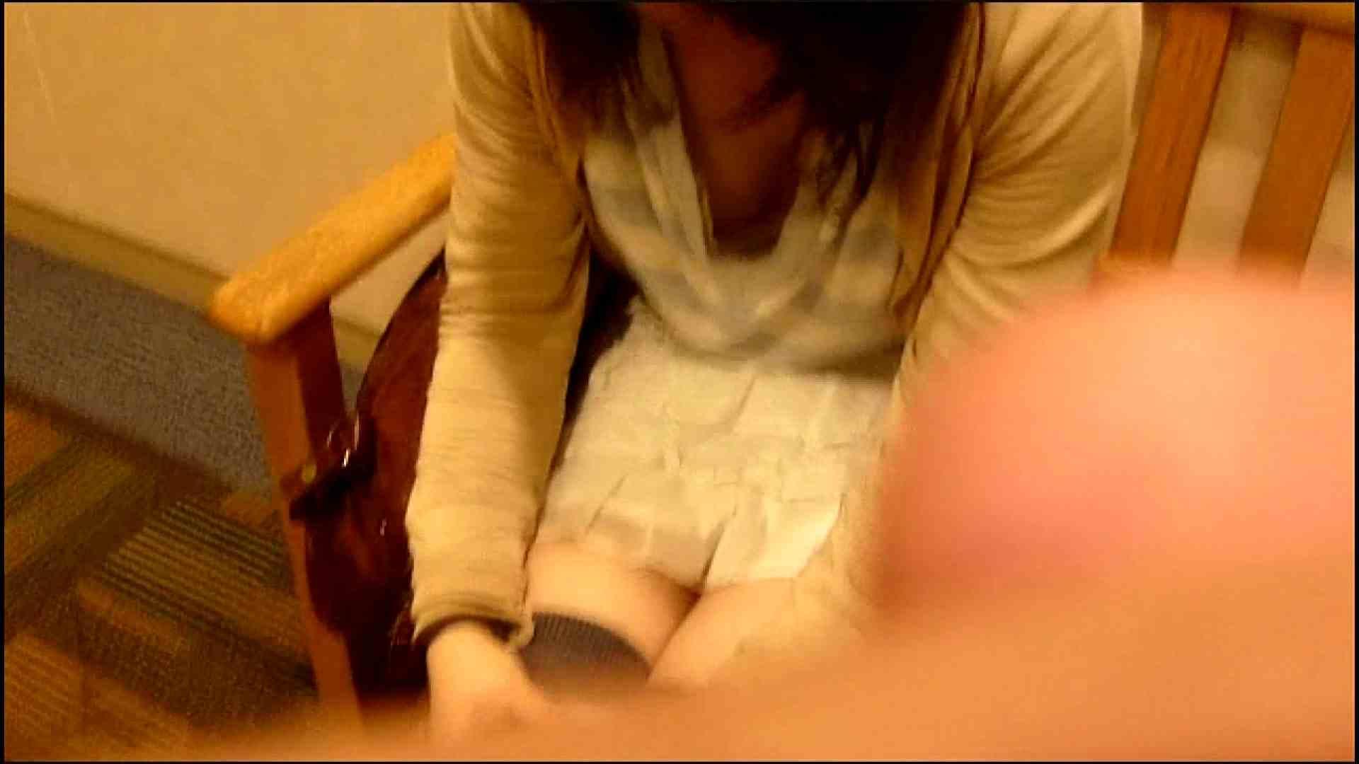 NO.3 某イオNN店内のエレベーター前でケータイに夢中な女の子 胸チラ  80PIX 5