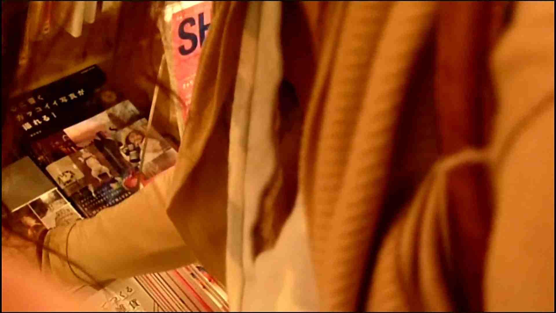 NO.3 某イオNN店内のエレベーター前でケータイに夢中な女の子 胸チラ  80PIX 8