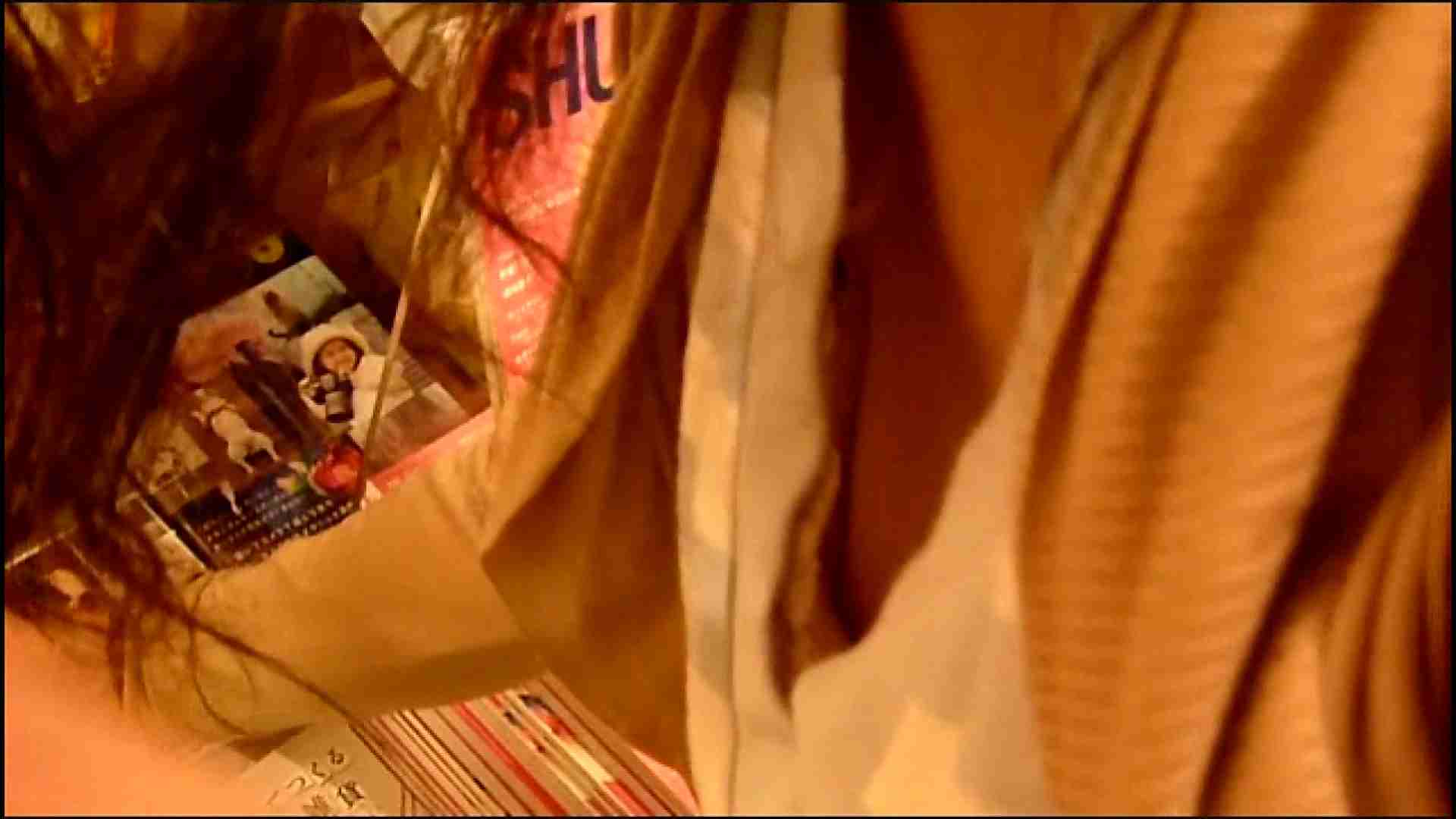 NO.3 某イオNN店内のエレベーター前でケータイに夢中な女の子 胸チラ  80PIX 9
