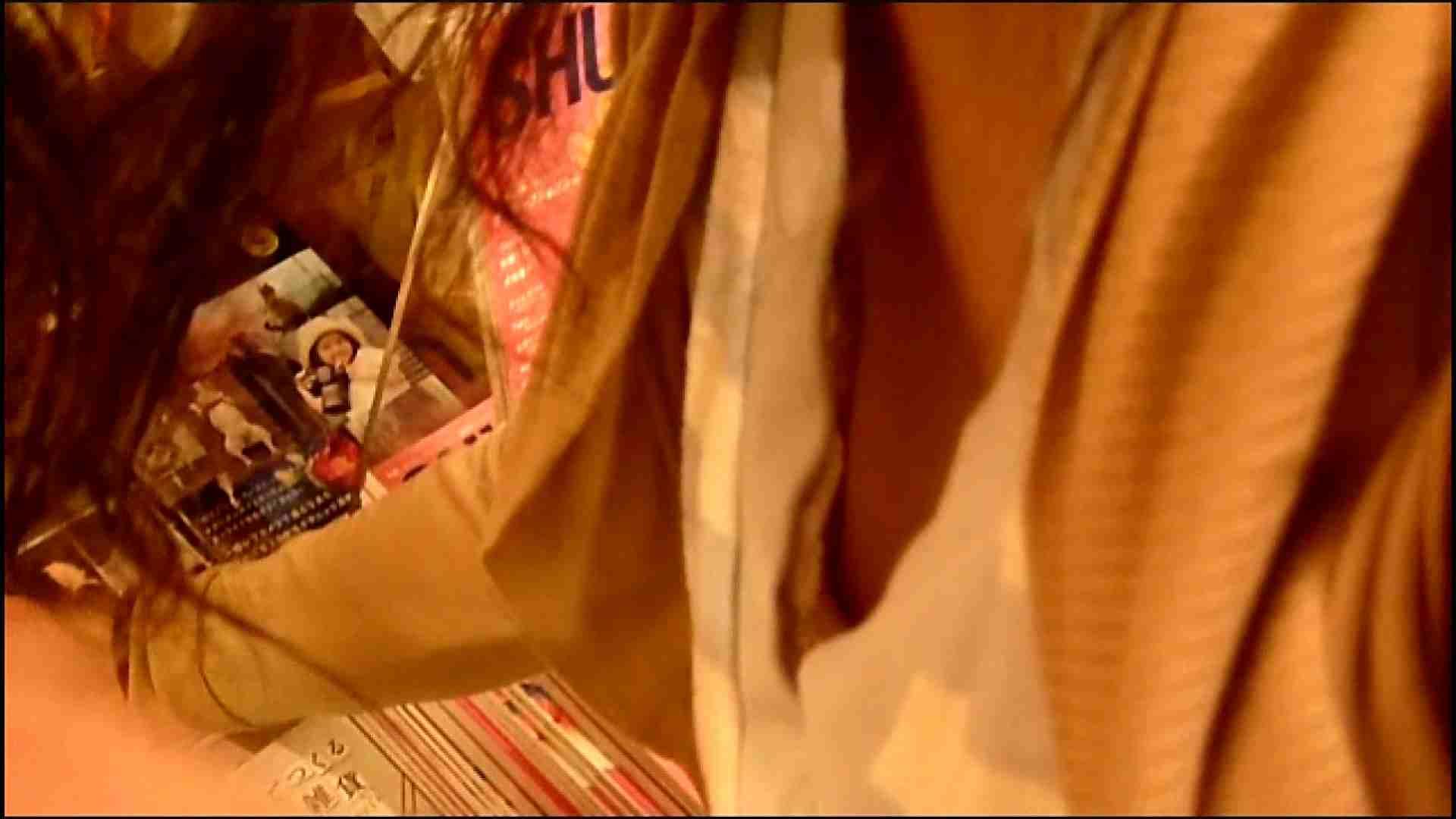 NO.3 某イオNN店内のエレベーター前でケータイに夢中な女の子 胸チラ  80PIX 11