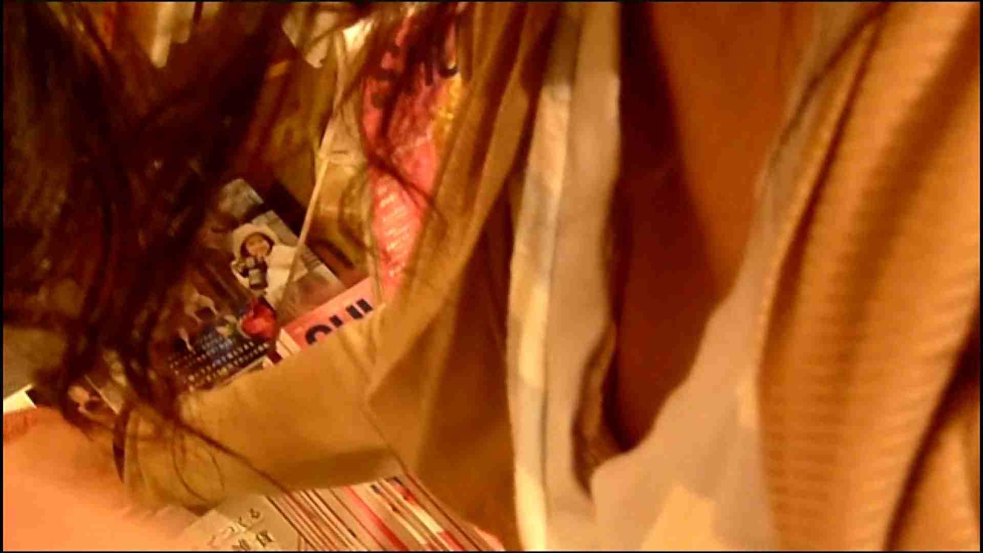 NO.3 某イオNN店内のエレベーター前でケータイに夢中な女の子 胸チラ  80PIX 12