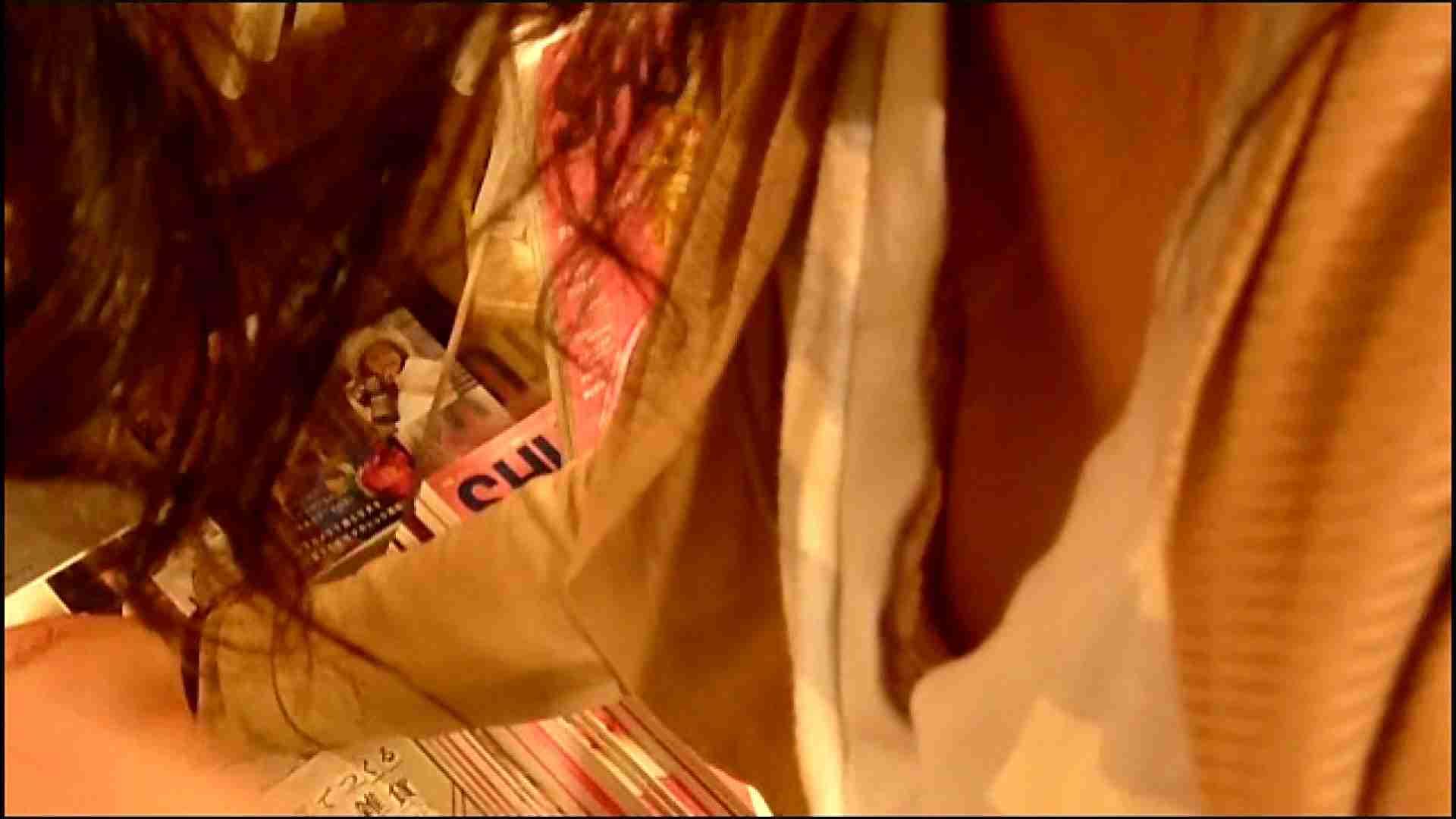 NO.3 某イオNN店内のエレベーター前でケータイに夢中な女の子 胸チラ  80PIX 13