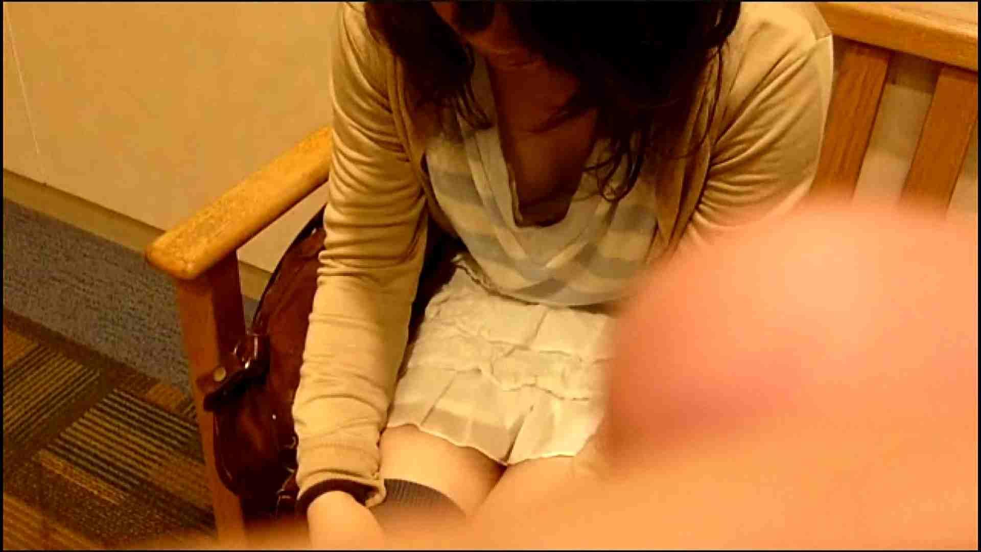 NO.3 某イオNN店内のエレベーター前でケータイに夢中な女の子 胸チラ  80PIX 21