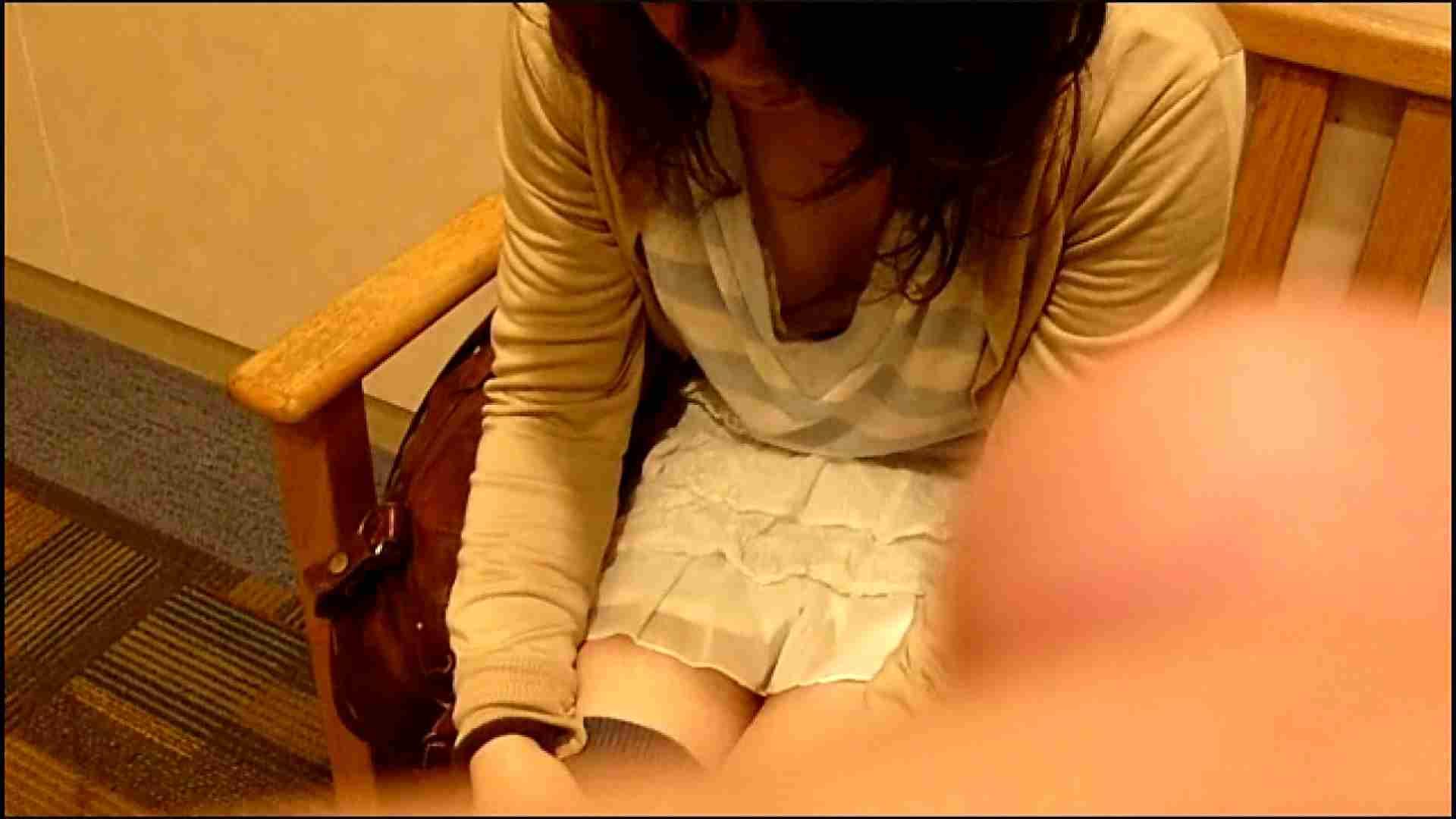 NO.3 某イオNN店内のエレベーター前でケータイに夢中な女の子 胸チラ  80PIX 23