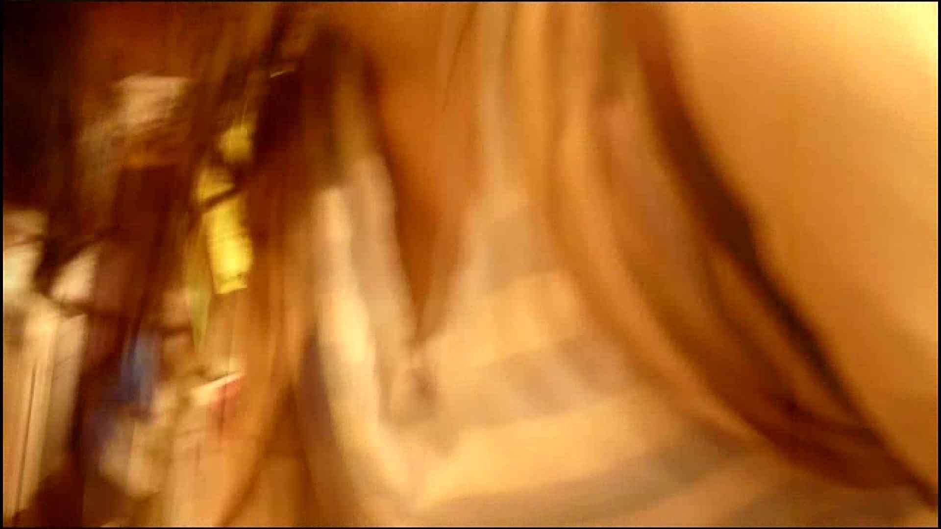 NO.3 某イオNN店内のエレベーター前でケータイに夢中な女の子 胸チラ  80PIX 47