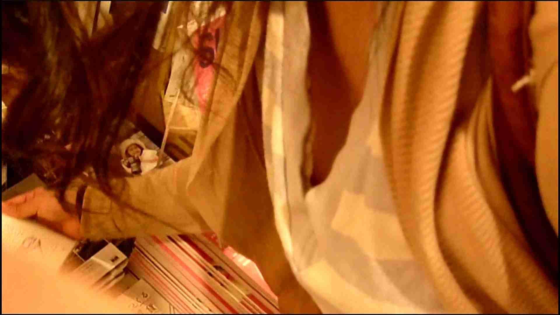 NO.3 某イオNN店内のエレベーター前でケータイに夢中な女の子 胸チラ  80PIX 65