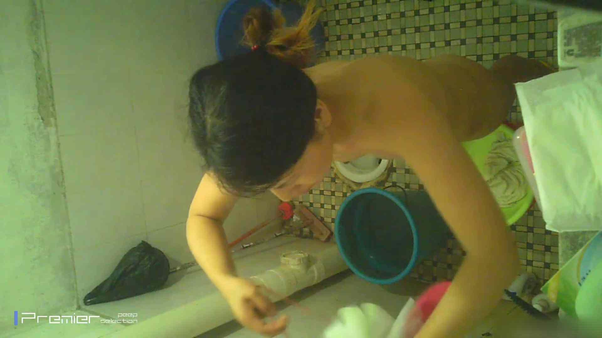 美女の痴態に密着!洗面所で入浴!  丸見え  84PIX 25