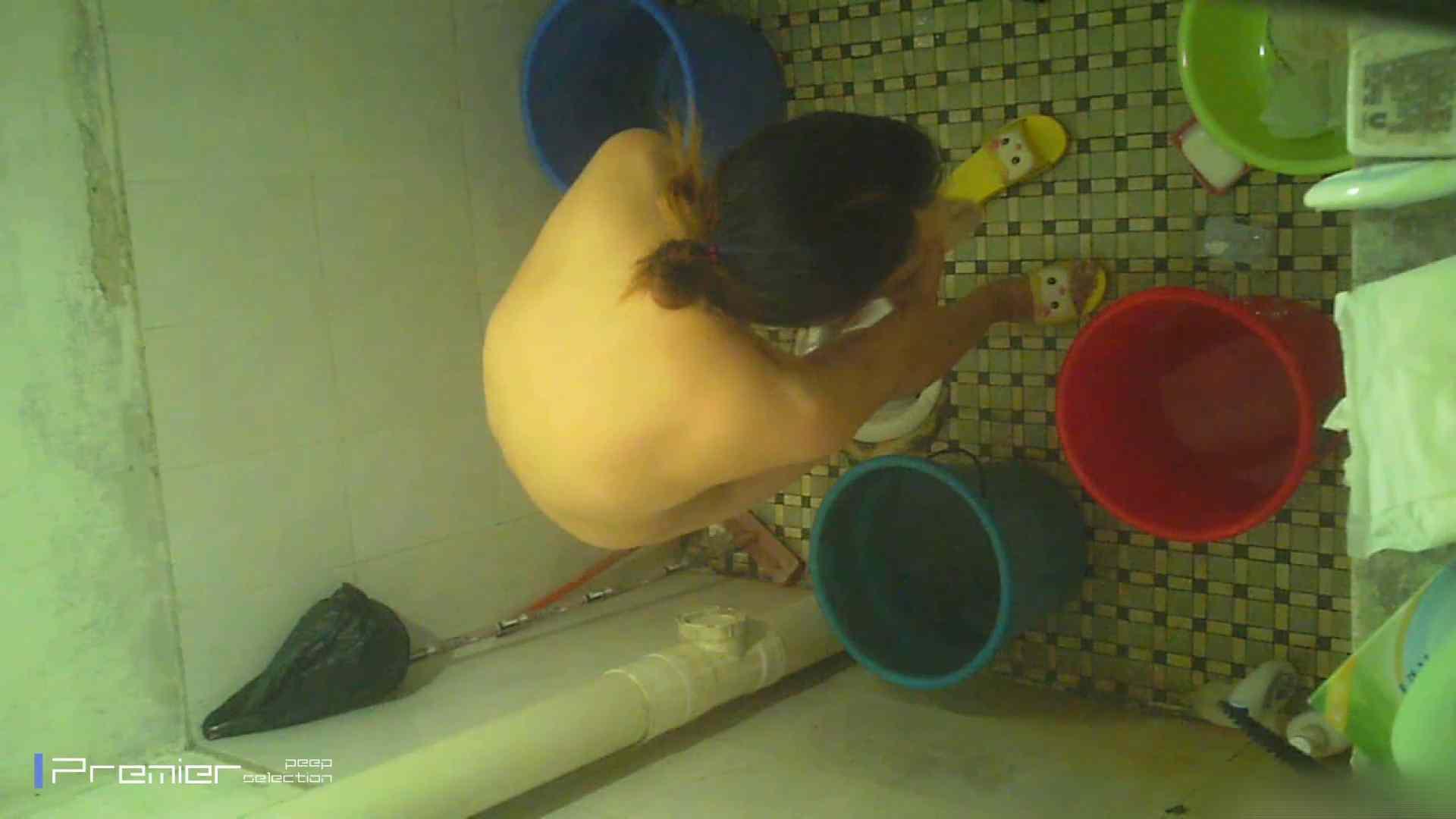 美女の痴態に密着!洗面所で入浴!  丸見え  84PIX 35