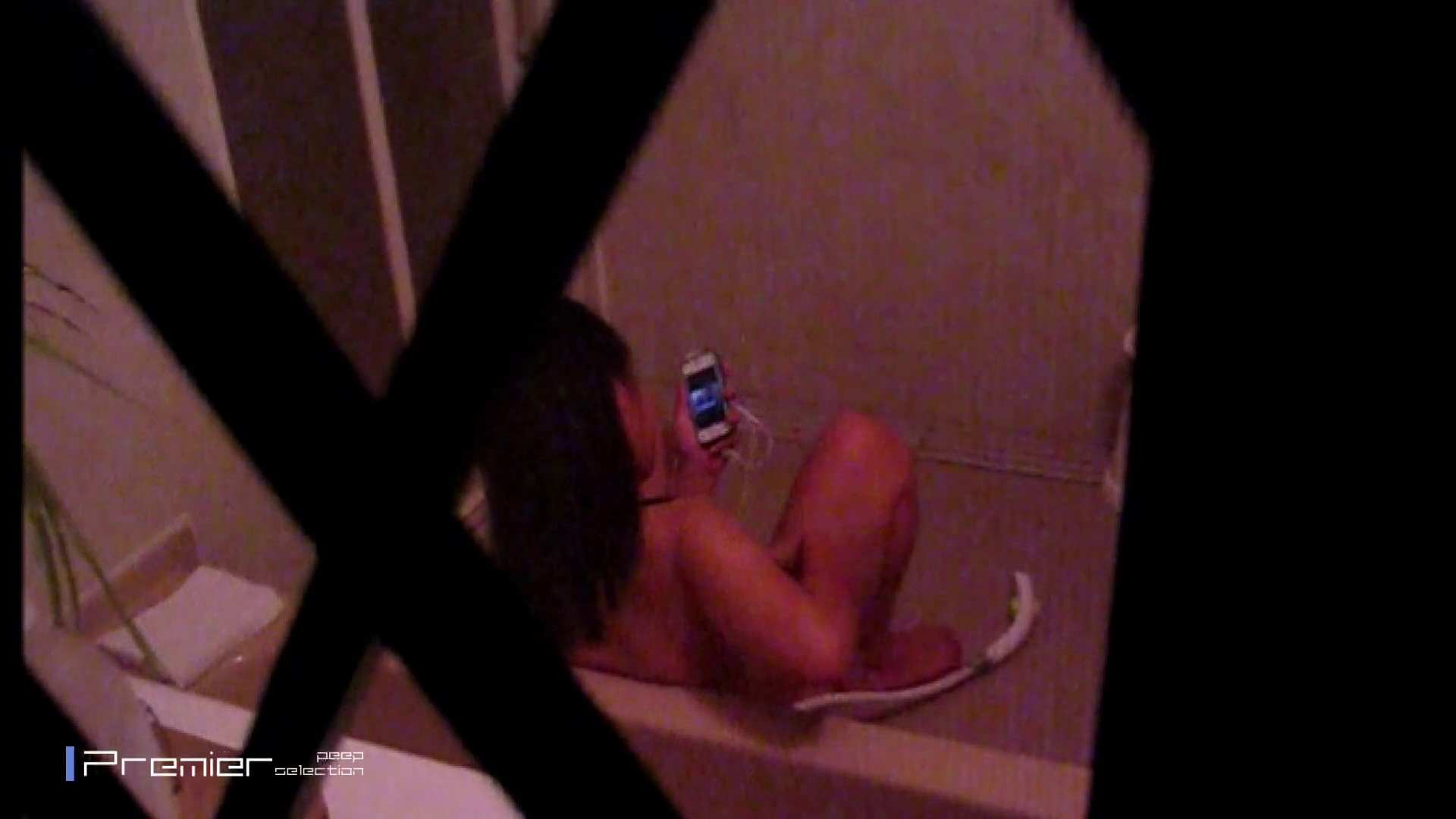 携帯触りなが満子をいじる 乙女の風呂場 Vol.19 ギャル  104PIX 1