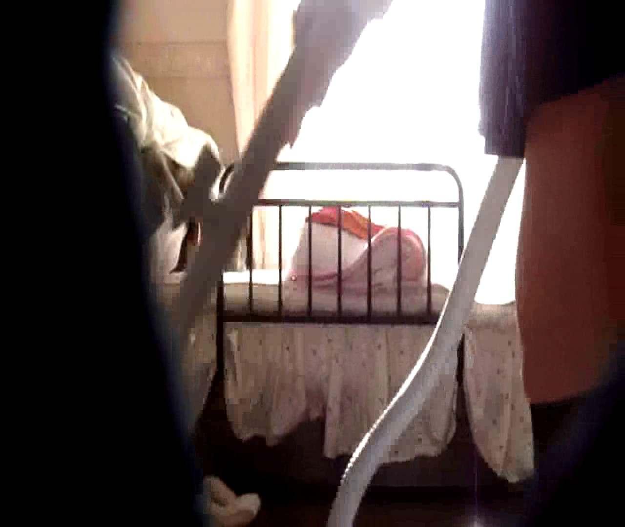 vol.3 まどかがパンツを見せながら部屋掃除、洗面所も少しどうぞ。 民家  106PIX 12