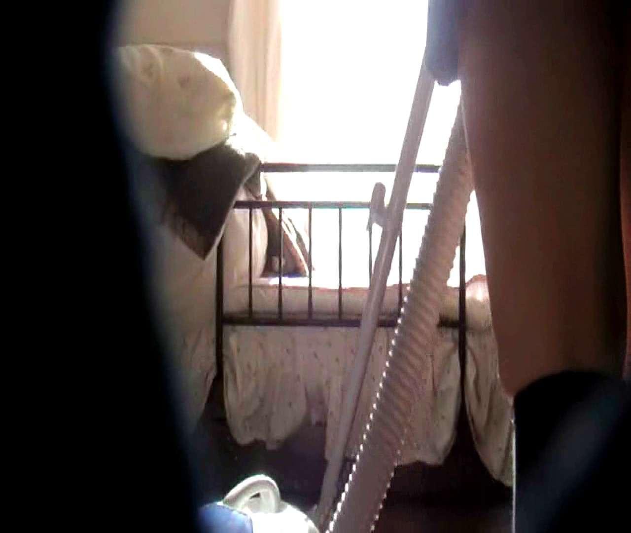 vol.3 まどかがパンツを見せながら部屋掃除、洗面所も少しどうぞ。 民家  106PIX 33