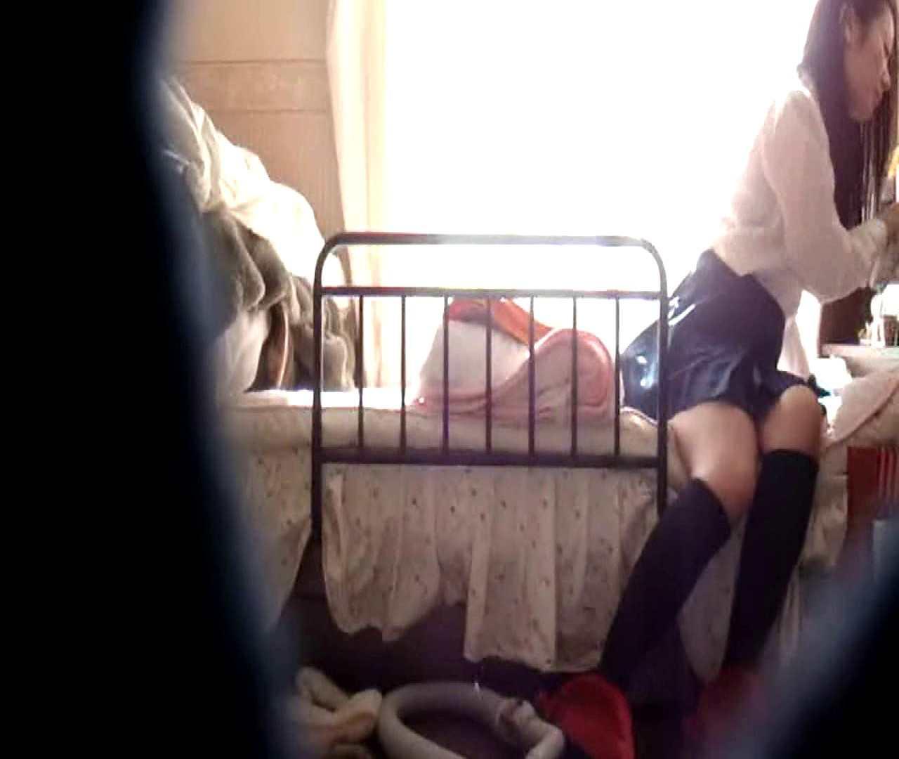 vol.3 まどかがパンツを見せながら部屋掃除、洗面所も少しどうぞ。 民家  106PIX 92