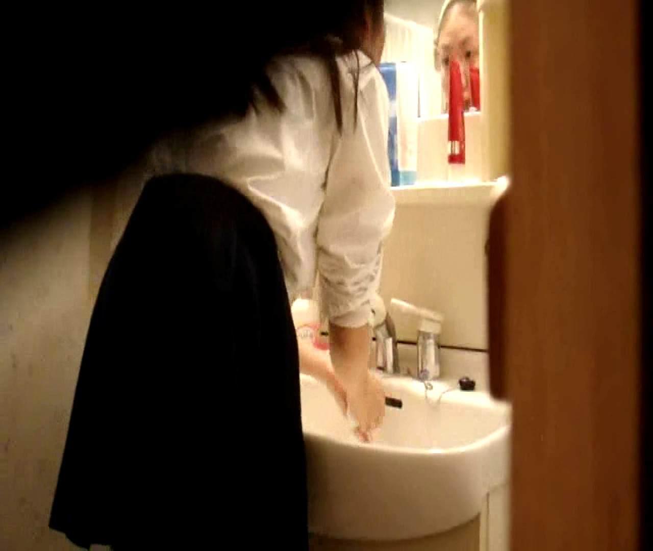 vol.5 まどかが帰宅後の洗顔後にブラを洗ってます。 いじくり  75PIX 40