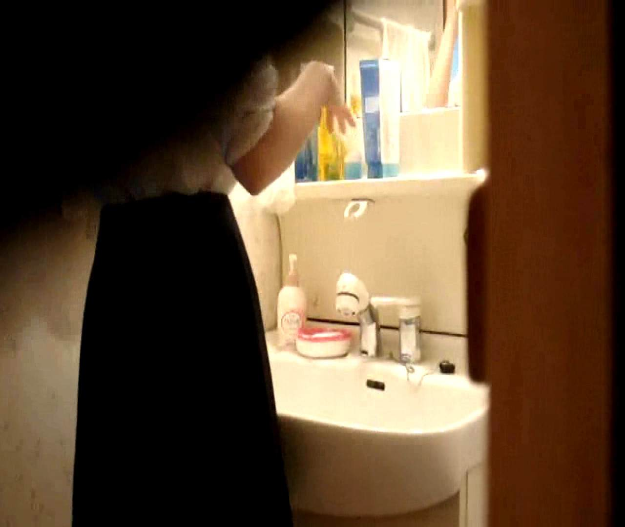 vol.5 まどかが帰宅後の洗顔後にブラを洗ってます。 いじくり  75PIX 42