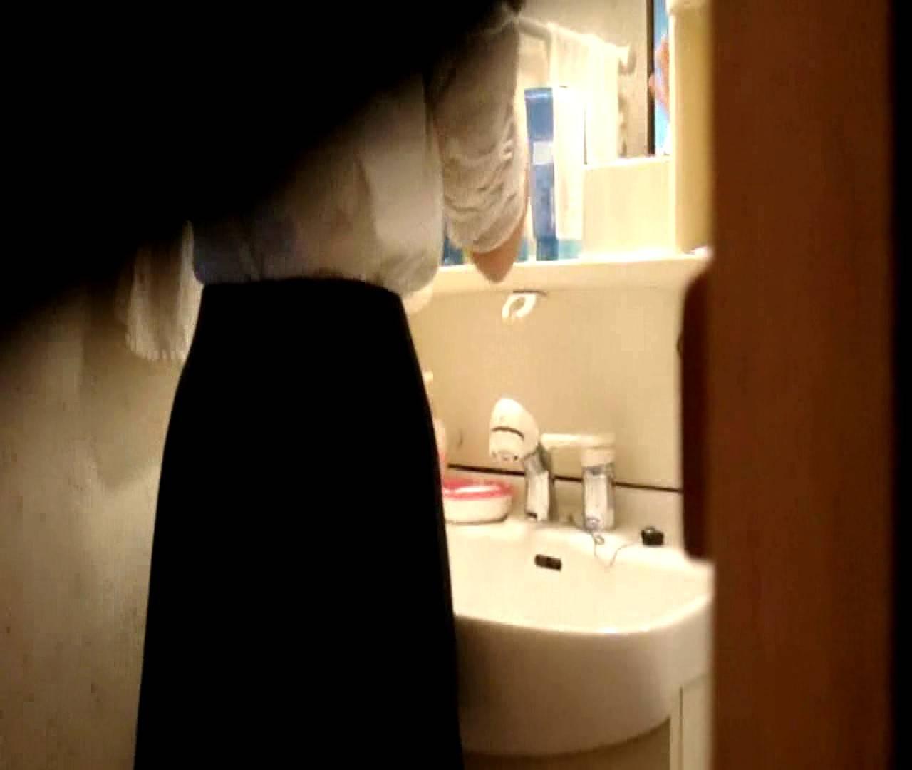 vol.5 まどかが帰宅後の洗顔後にブラを洗ってます。 いじくり  75PIX 44