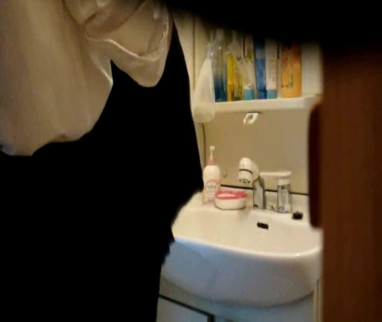 vol.5 まどかが帰宅後の洗顔後にブラを洗ってます。 いじくり  75PIX 64