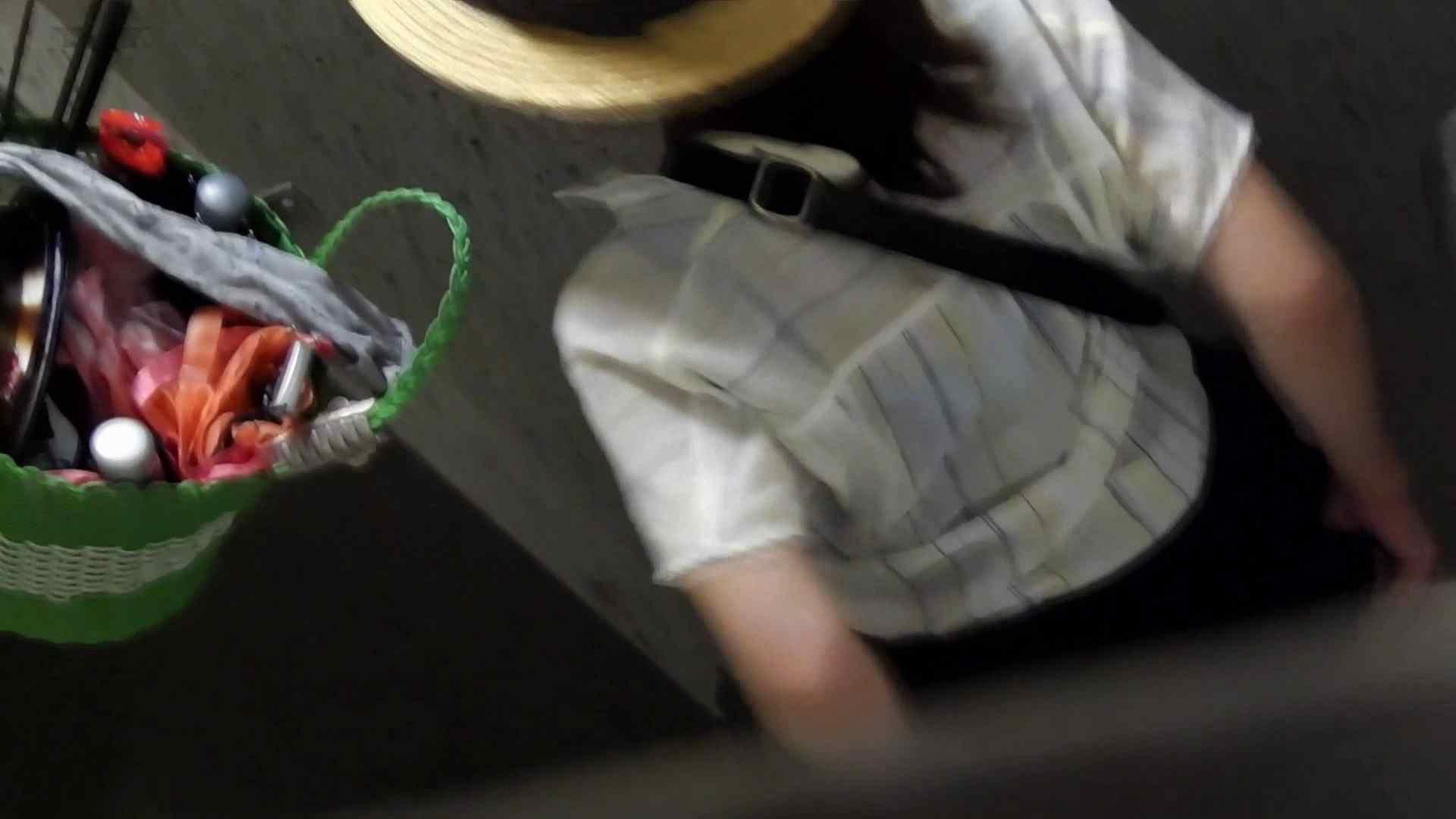 ▲復活限定▲マンコ丸見え!花火大会潜入撮 Vol.02 明るい場所に移動! お姉さん  62PIX 30