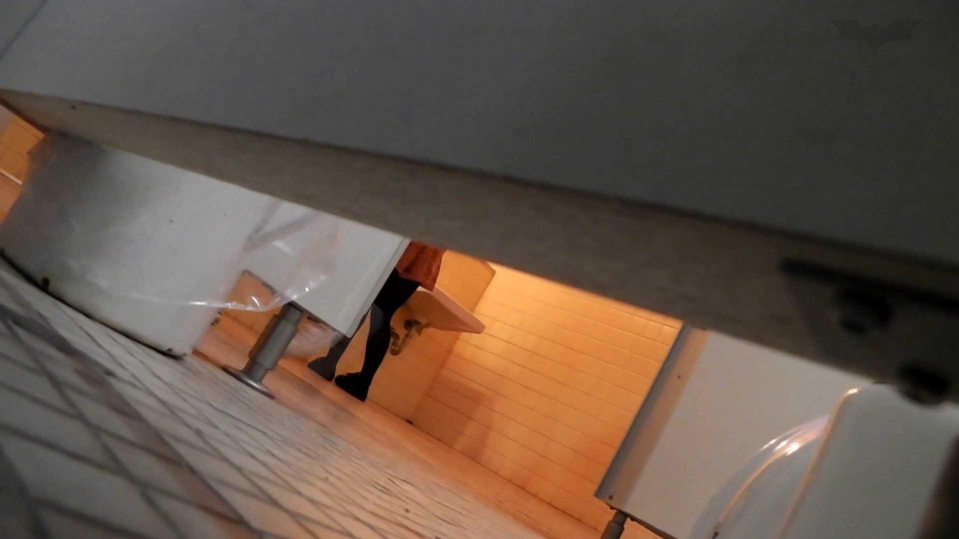 おまんこ丸見え|第三体育館潜入撮File012 ピンクの次は白ジャージの天使登場|怪盗ジョーカー