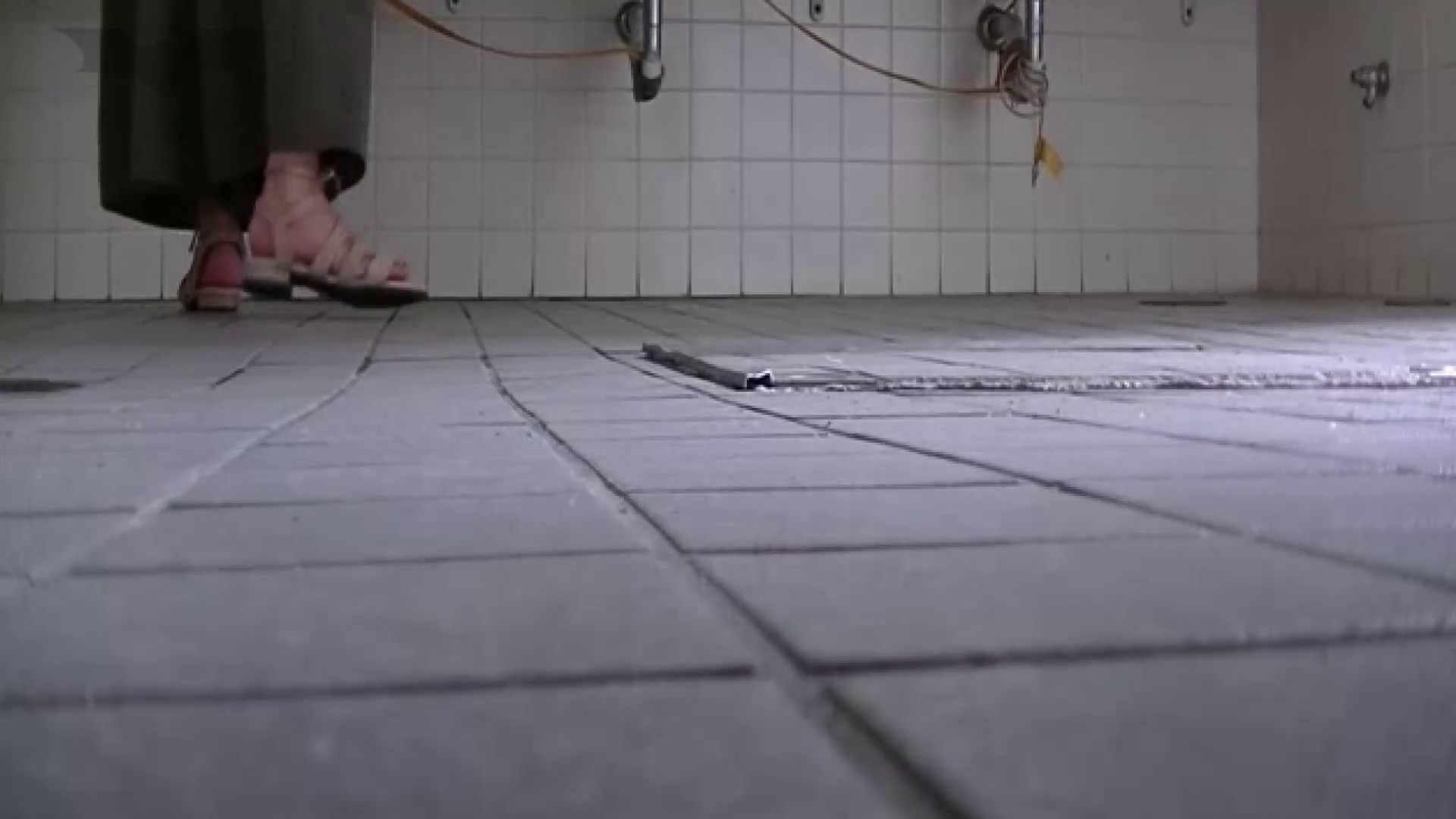 夏の思い出浜辺トイレ盗撮Vol.22 洗面所  84PIX 4