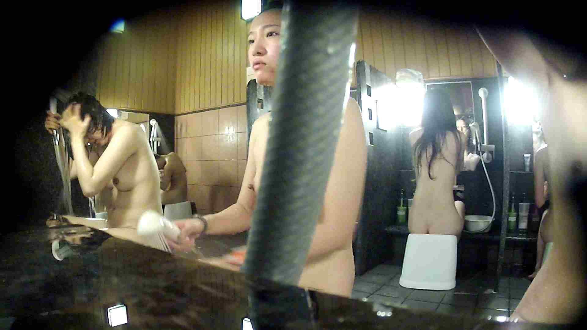 洗い場!ホースが邪魔ですが4体の身体を楽しめるお得な作品 潜入  108PIX 18