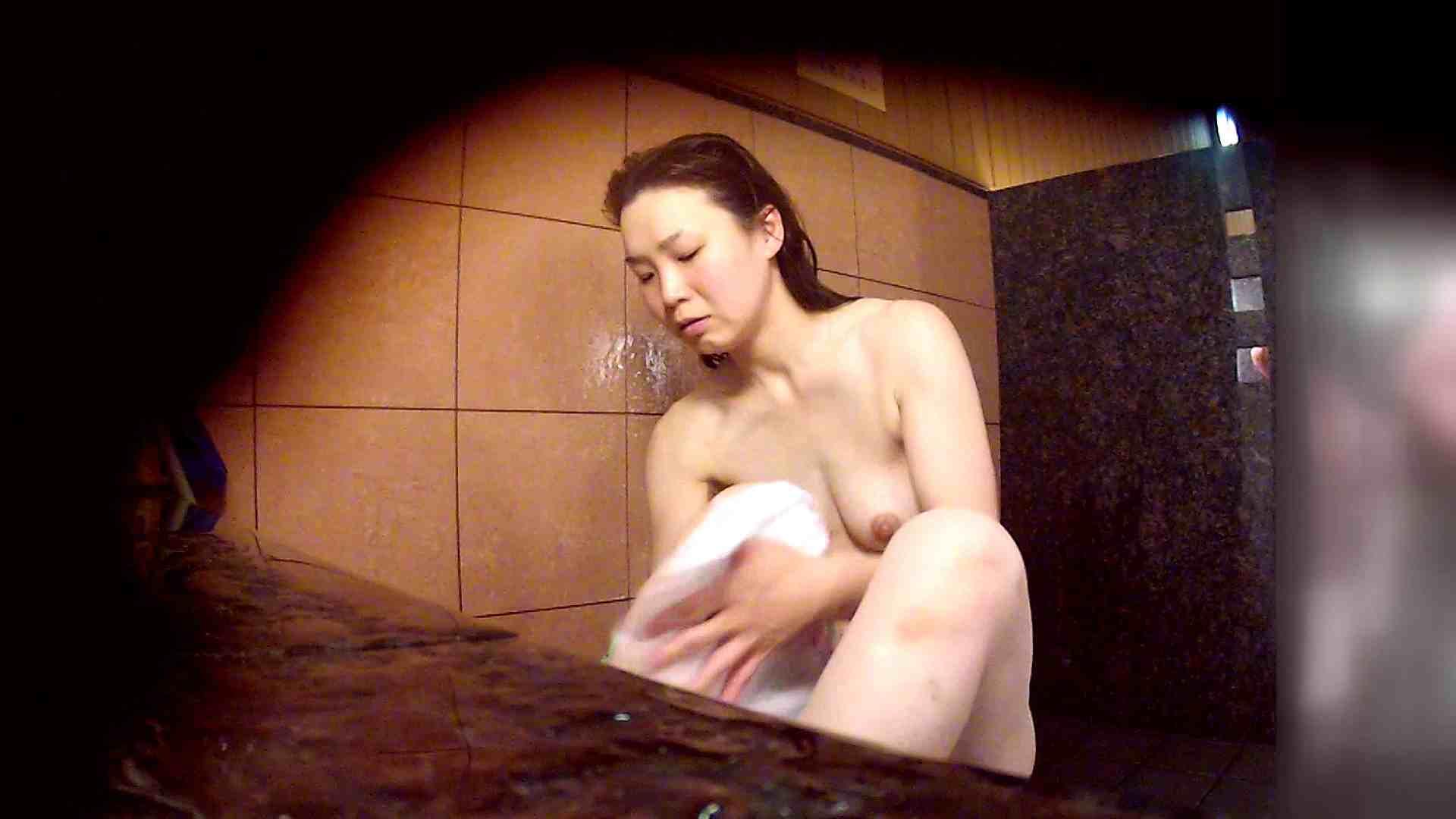 洗い場!マッスルお嬢さん!でもオッパイだけは柔らかそうです。 潜入  65PIX 16