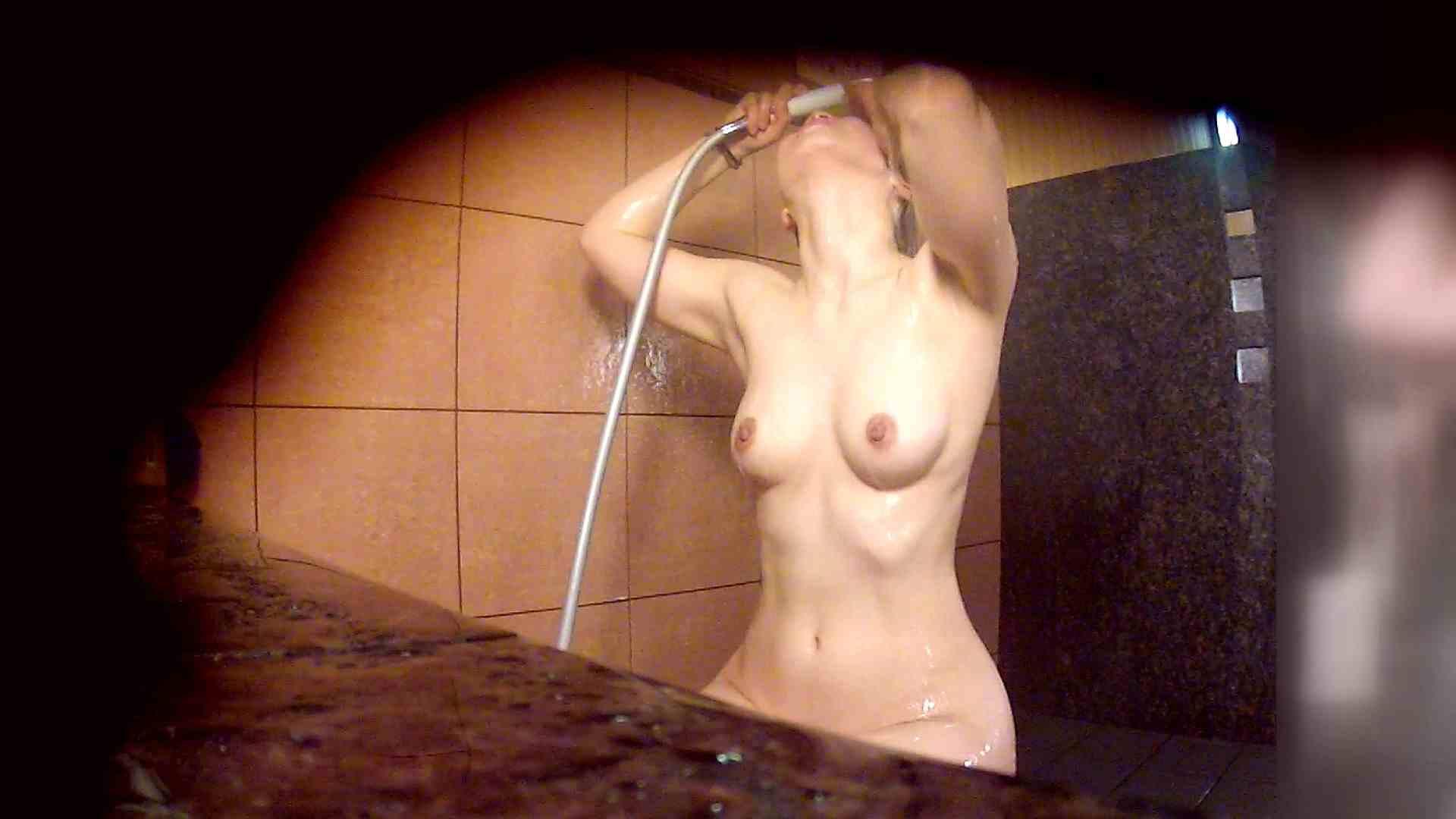 洗い場!マッスルお嬢さん!でもオッパイだけは柔らかそうです。 潜入  65PIX 28