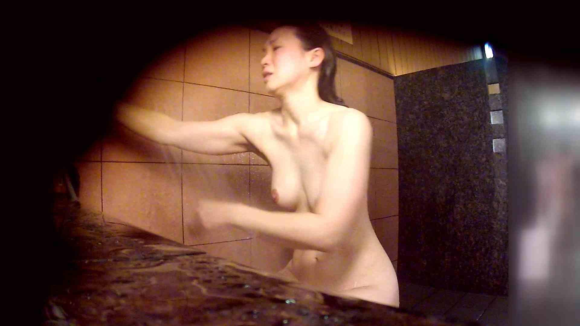 洗い場!マッスルお嬢さん!でもオッパイだけは柔らかそうです。 潜入  65PIX 35