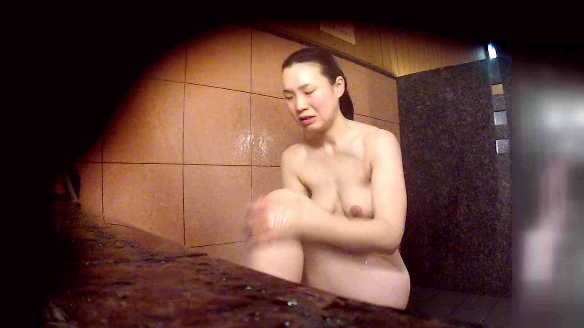 洗い場!マッスルお嬢さん!でもオッパイだけは柔らかそうです。 潜入  65PIX 41